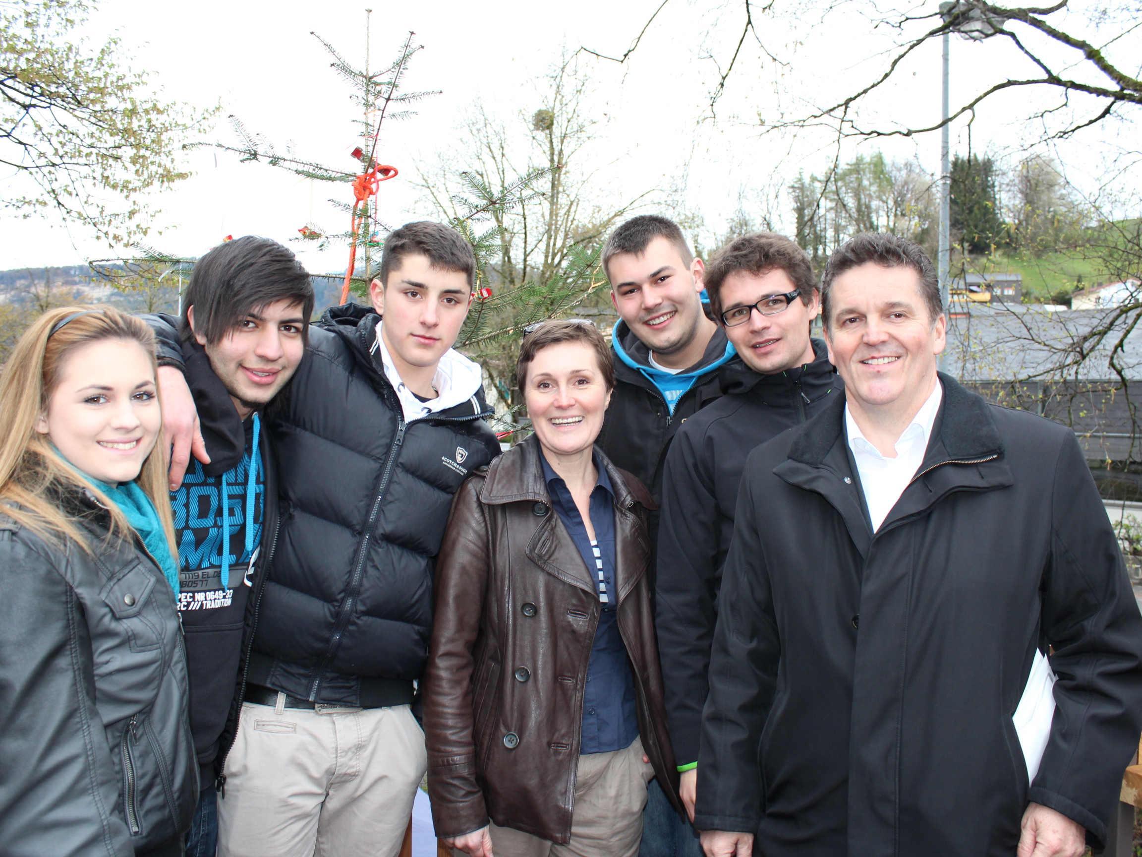Die Jugendlichen freuten sich gemeinsam mit den Gemeindeverantwortlichen.