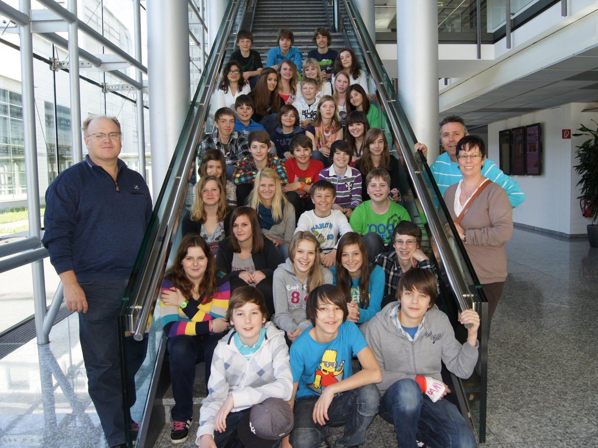 Schülerinnen und Schüler der VMS Klostertal zu Besuch im Medienhaus.