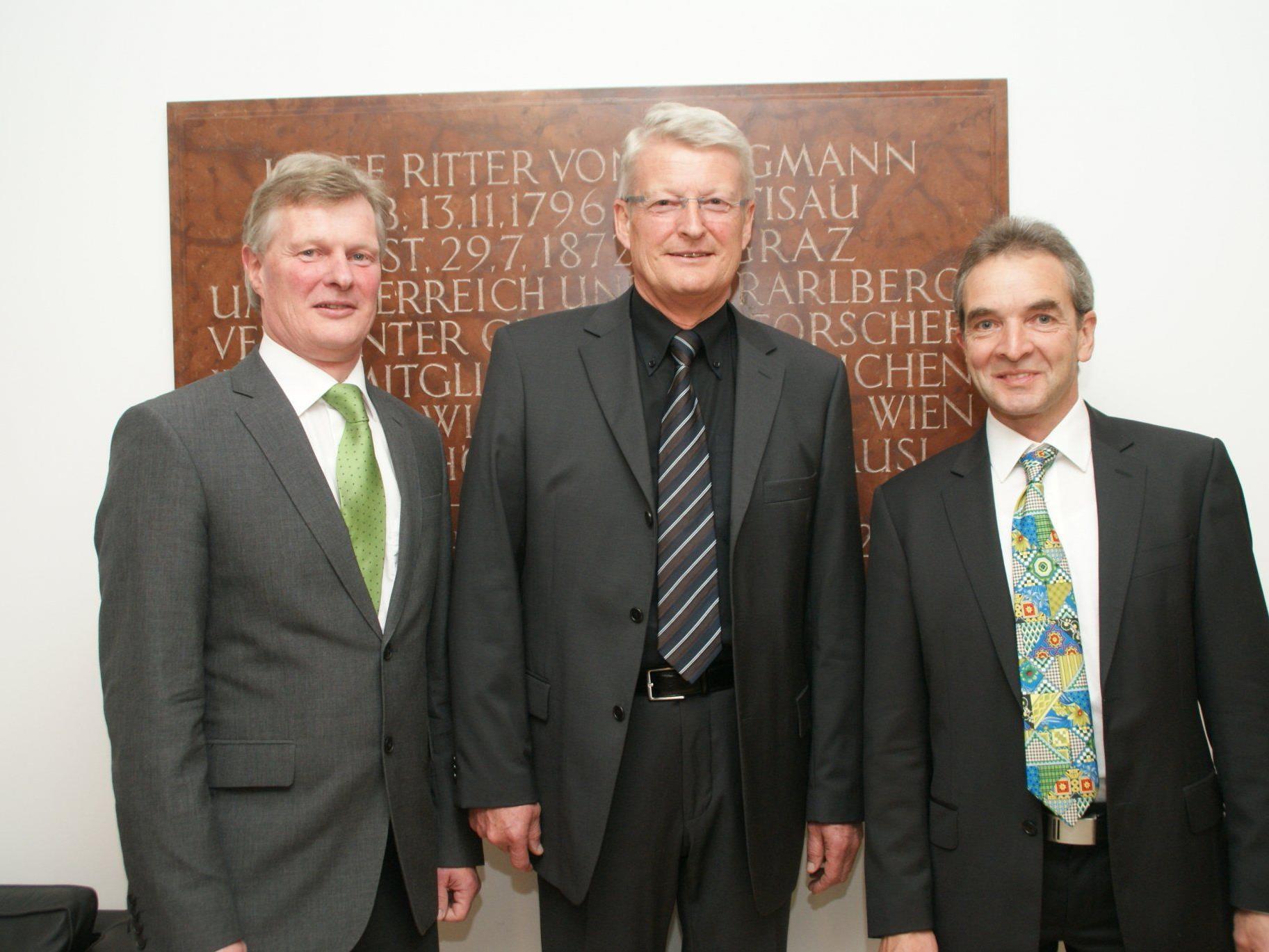 (von li. nach re.) Klaus Schwarz, Konrad Schwarz und Vizebürgermeister Josef Maurer.