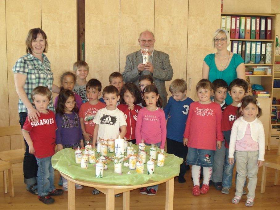 Pfarrer Josef Bertsch besuchte den Kindergarten Bings