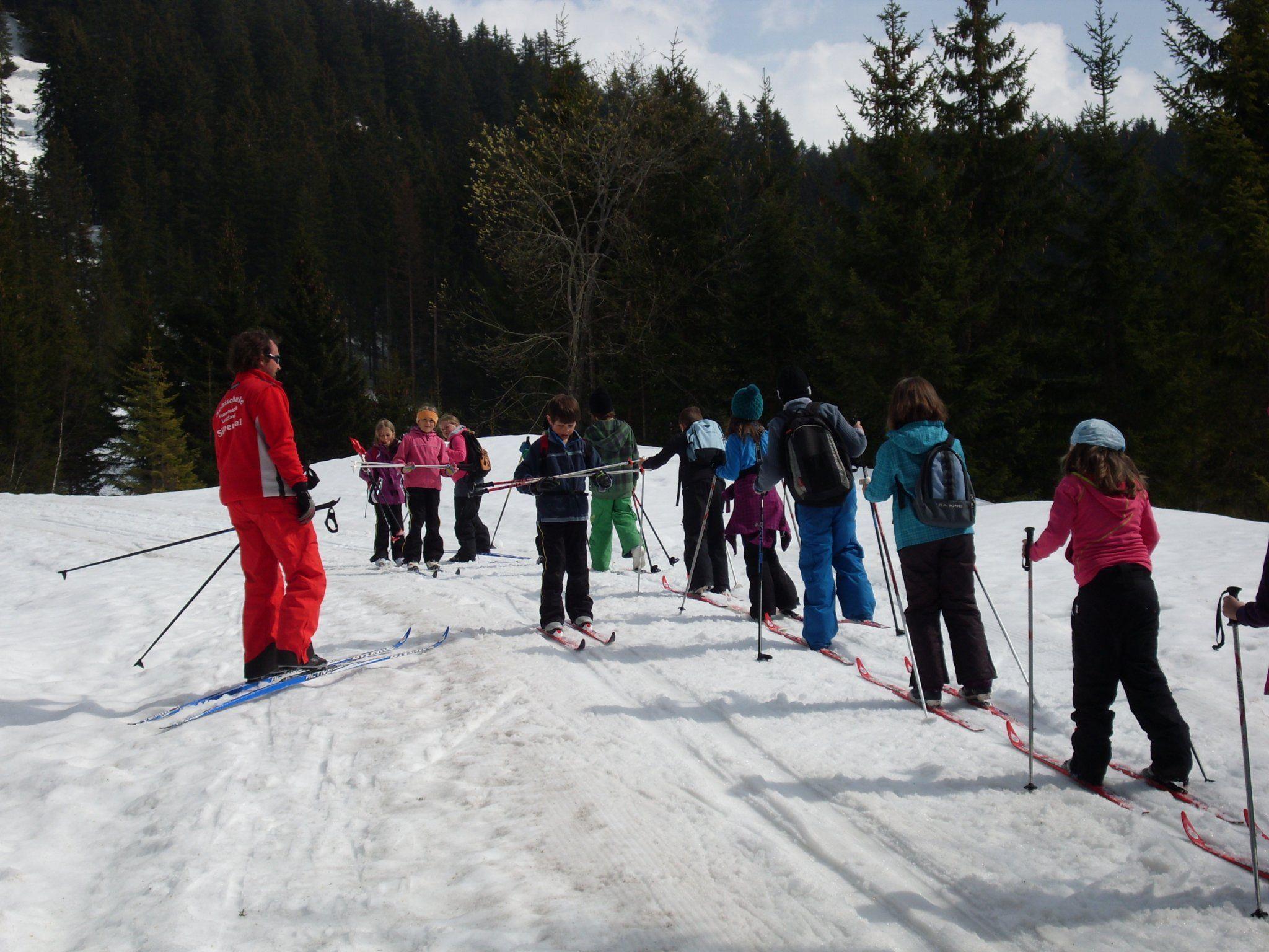 Für die dritte und vierte Klasse der Volksschule Silbertal stand Langlaufen auf dem Stundeplan.