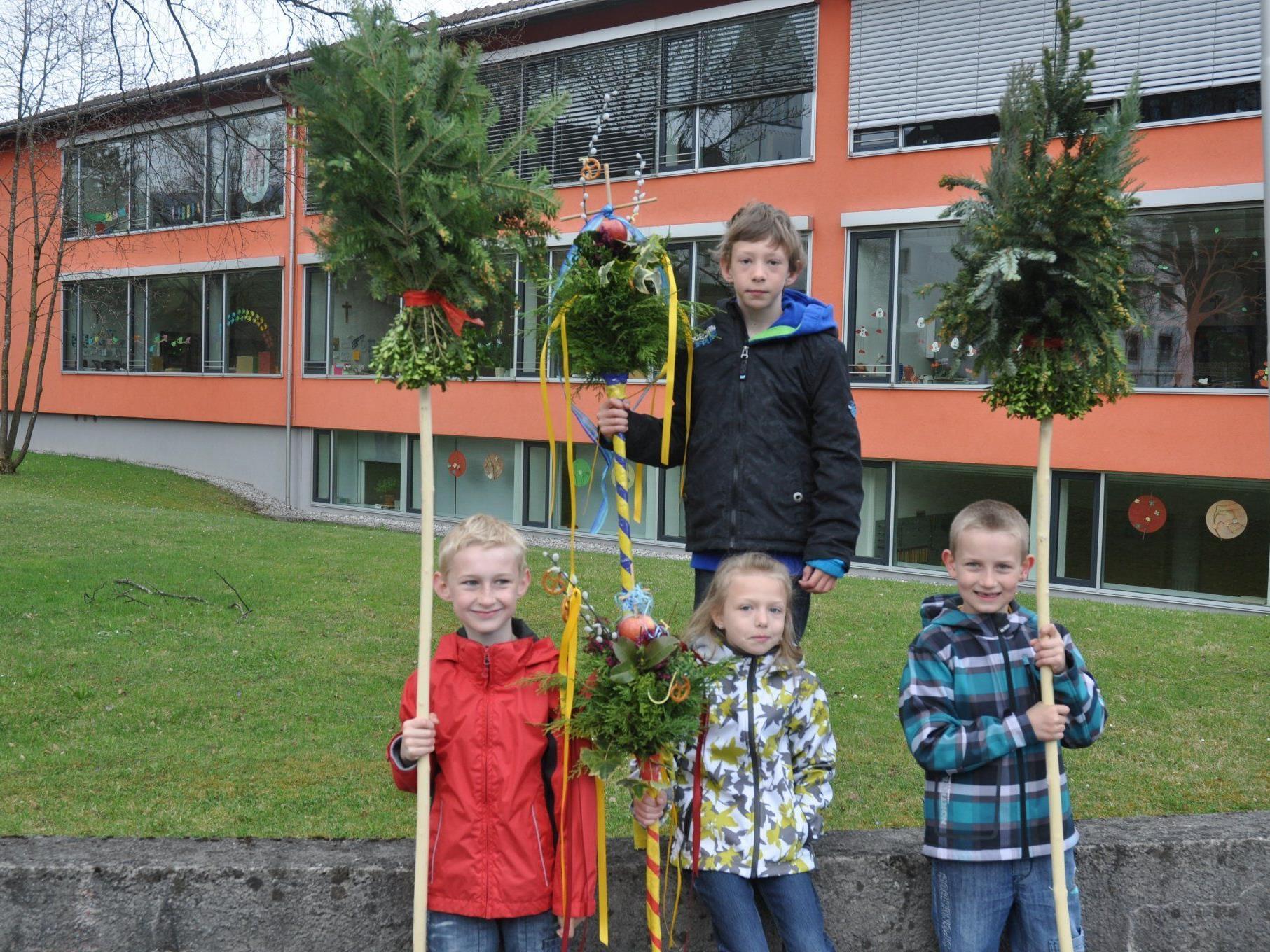 Viele Kinder waren bei der traditionellen Palmweihe in Sulz dabei.