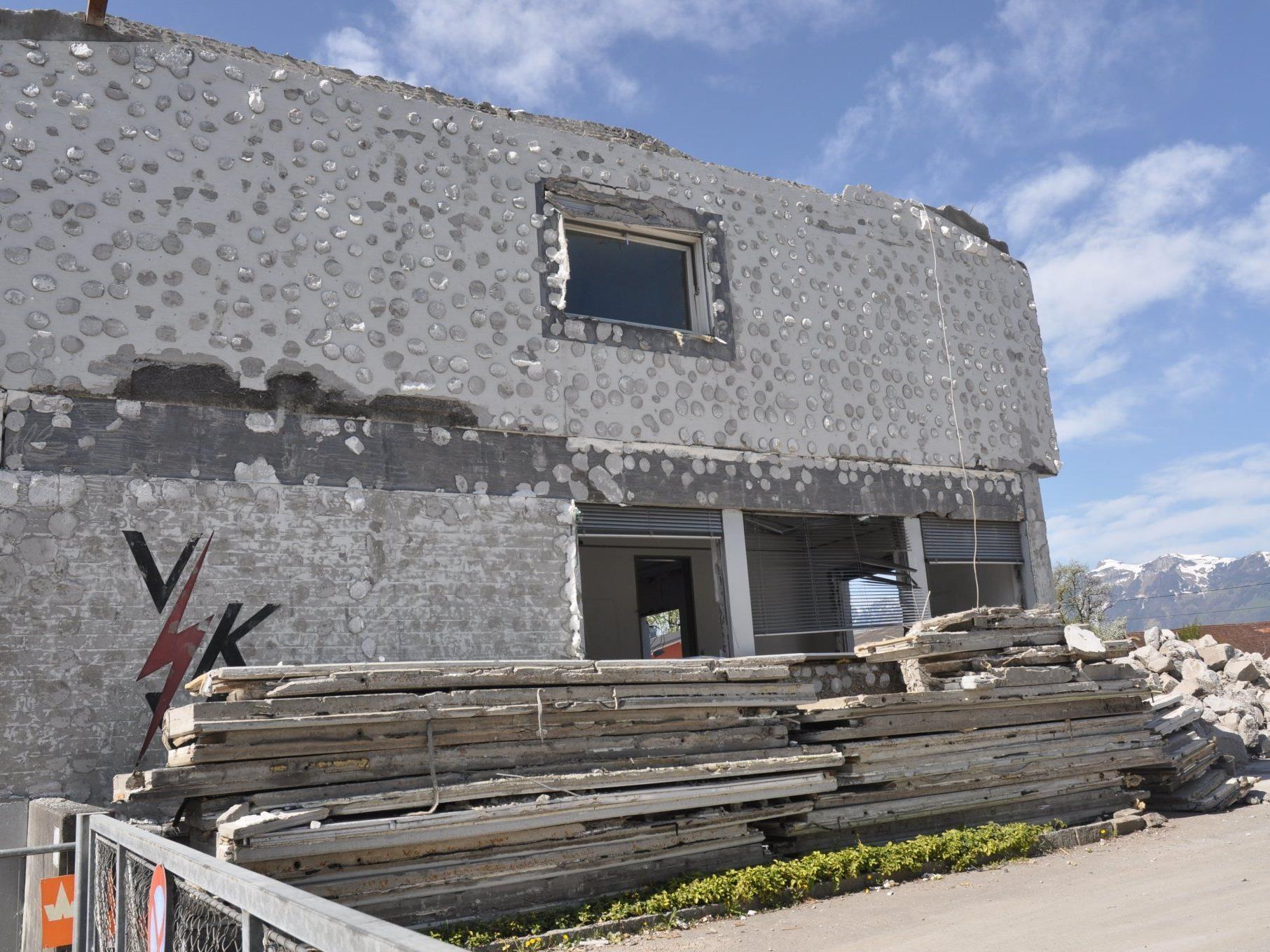 Das ehemalige VKW Gebäude fällt der Spitzhacke zum Opfer.