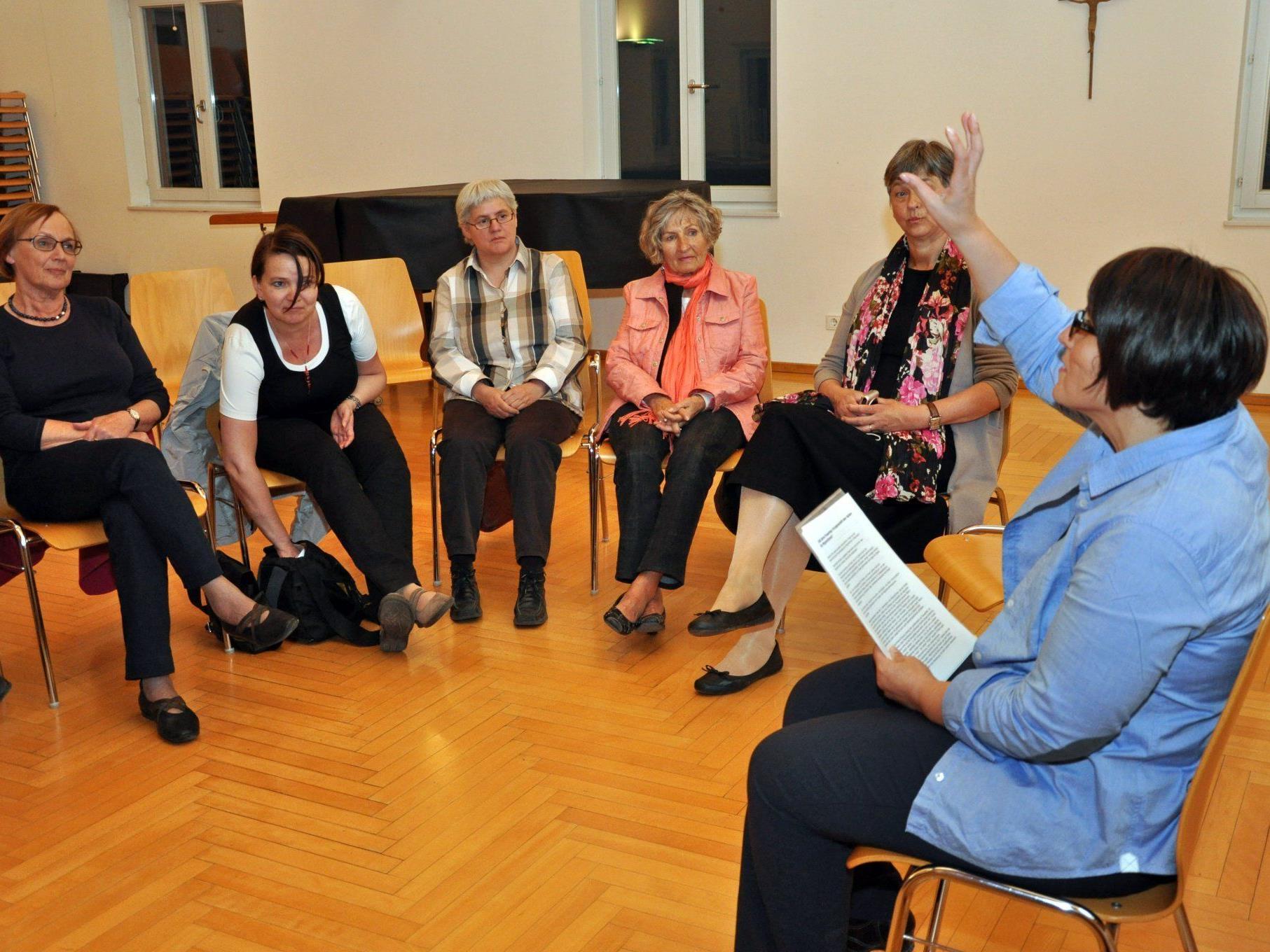 Vahide Aydin war die Referentin eines Vortrags von Anna Huber und Eva Fitz.