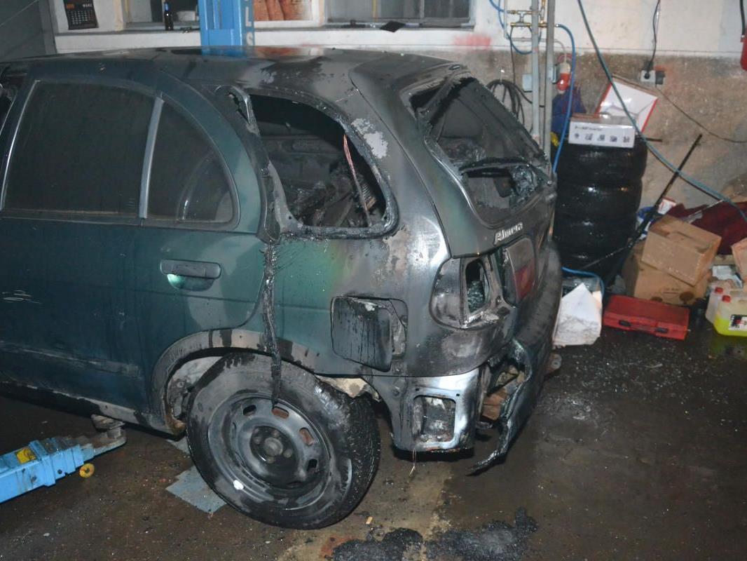 Einen Totalschaden am Auto richtete der Brand in Grimmenstein an