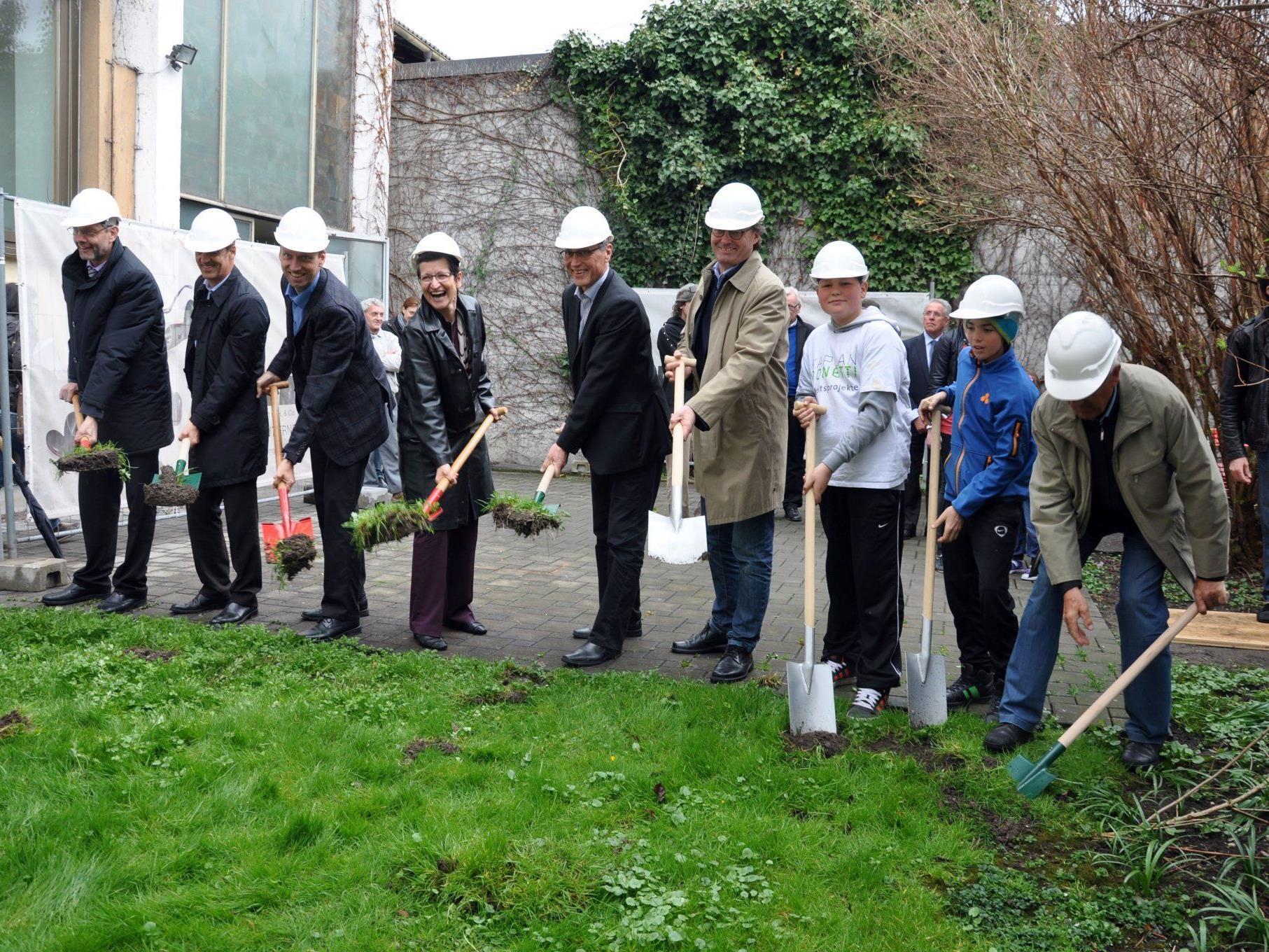 Neubau, Abriss und Generalsanierung in Etappen wurden gestartet.