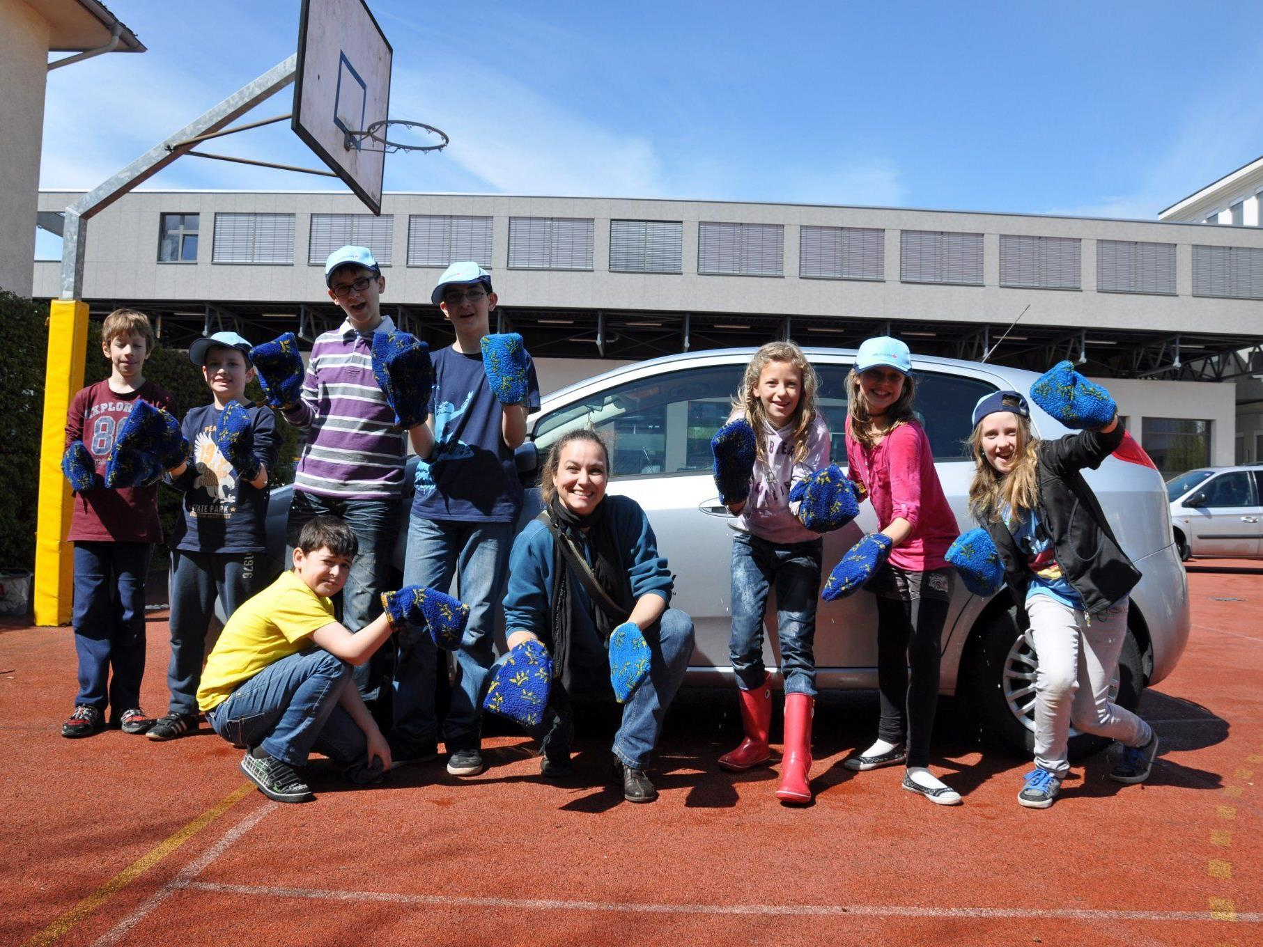 Die Schüler erputzten € 1.070,- für die taubstumme Seynabou N'Dao.