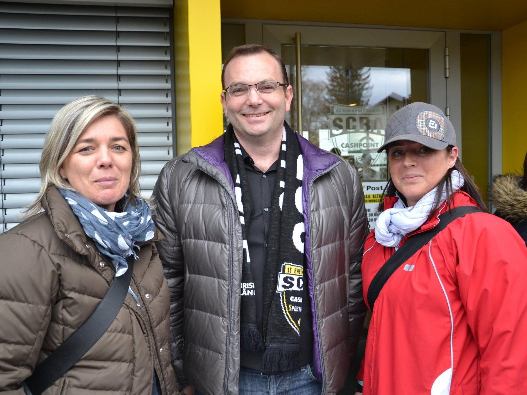 v.l. Christine Böhmwalder, SCRA GF Christoph Längle & Susanne Amann (WG amKumma) freuten sich auf ein spannendes Spiel