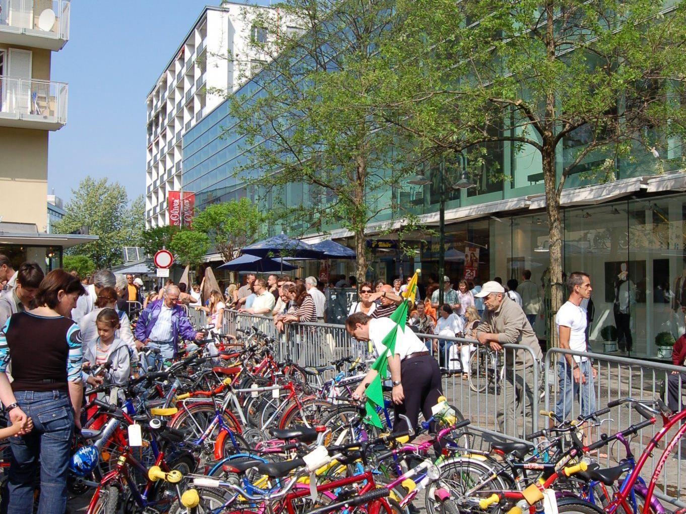 Die Fahrräder werden für die Mobilität der Jugendlichen während des Austauschs benötigt.