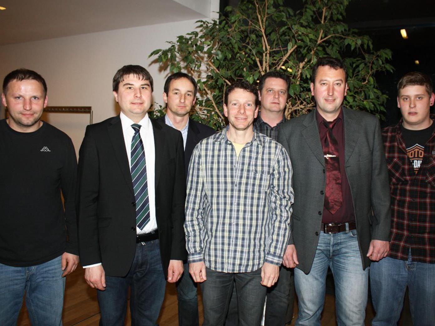 Obmann Gerd Rüdisser (2.v.r.) mit dem neuen Vorstand des Hohenemser Fischereivereines.