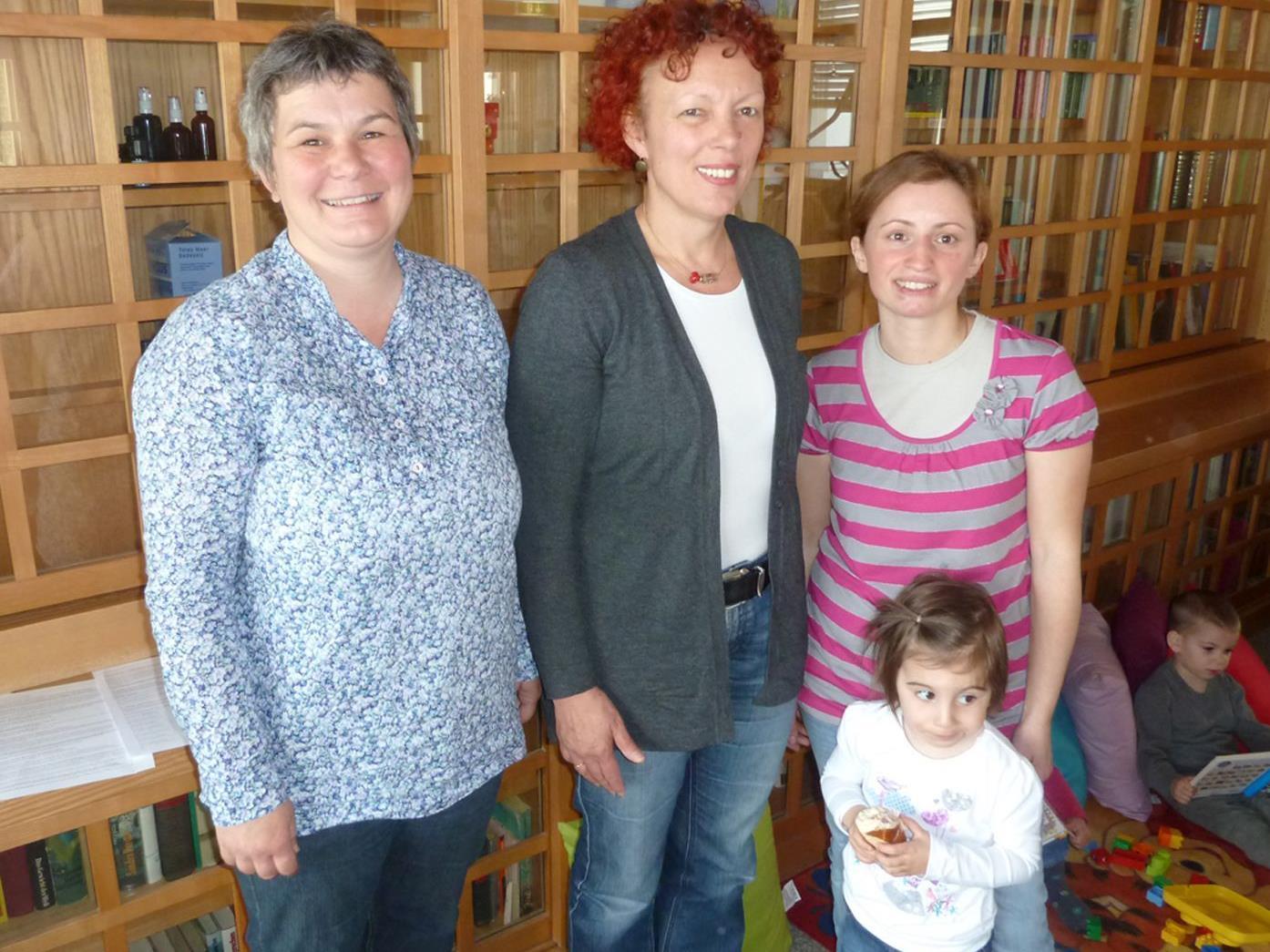 Sabine Reis und Senay Öztürk (r.) begrüßten Karin Kolb (Mitte) als Referentin beim Frauenfrühstück.