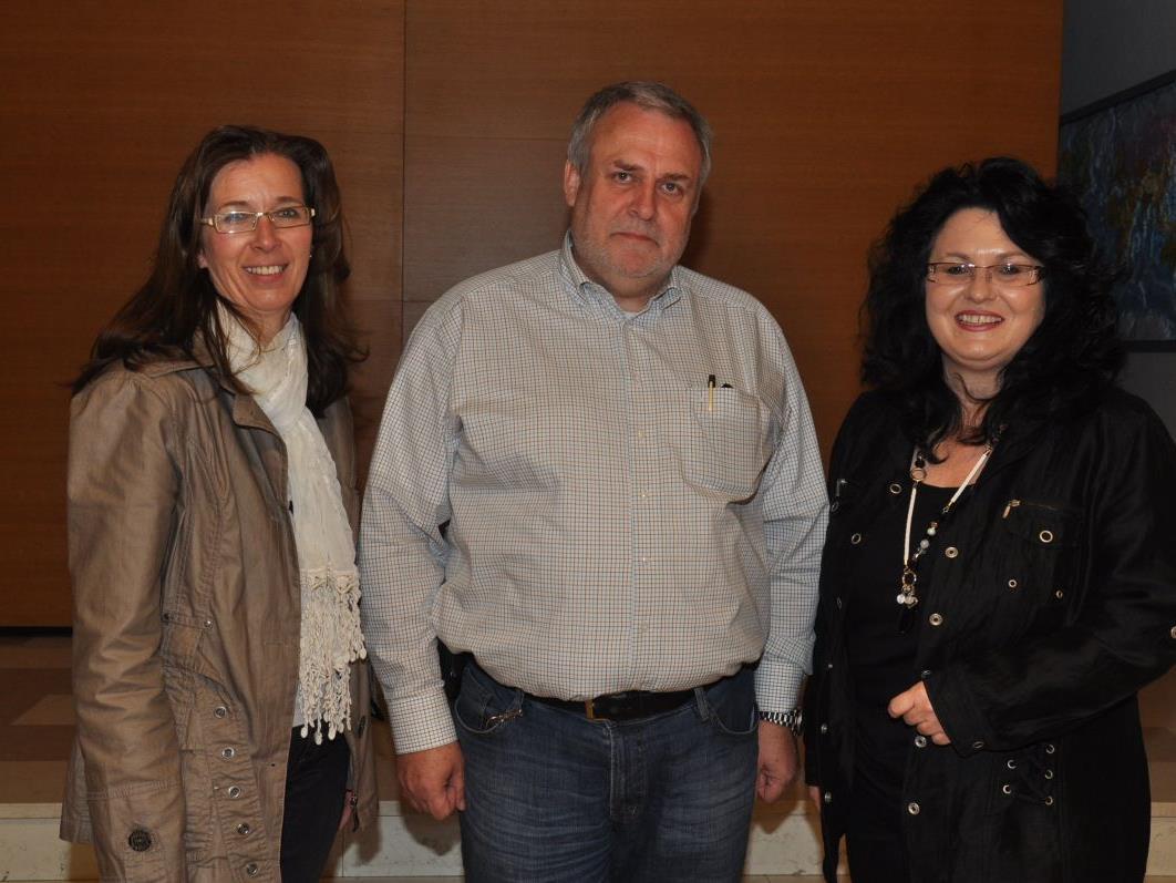 Ingrid Schedler und Silvia Wagner (r.) vom Leitungsteam der Frauenbewegung konnten Chefinspektor Harald Longhi in Altach begrüßen.