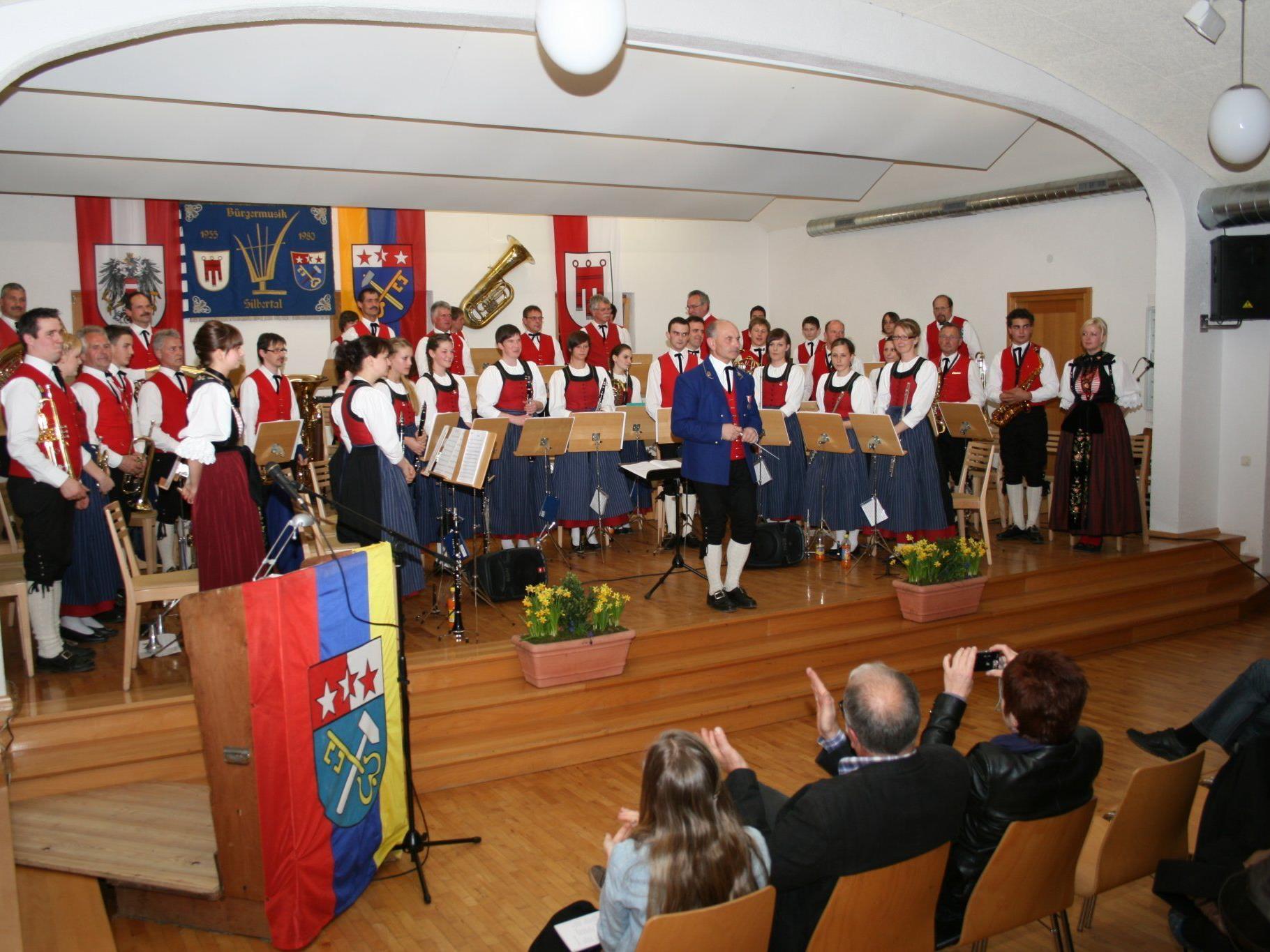 Das Vereinshaus bot einen würdigen Rahmen für das Frühjahrskonzert der Büürgermusik Silbertal.