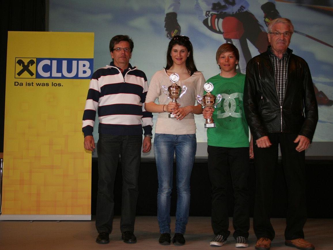 Die beiden Gesamtsieger Sarah Nessler und Mathias Bertsch.