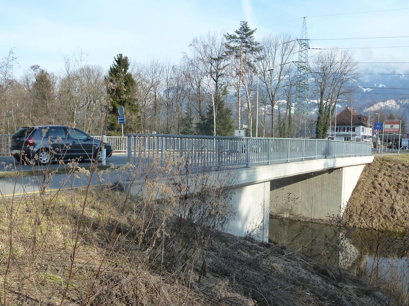 """Der Grenzübergang zwischen Hohenems und Diepoldsau wird in """"Paul Grüninger Brücke"""" umbenannt."""