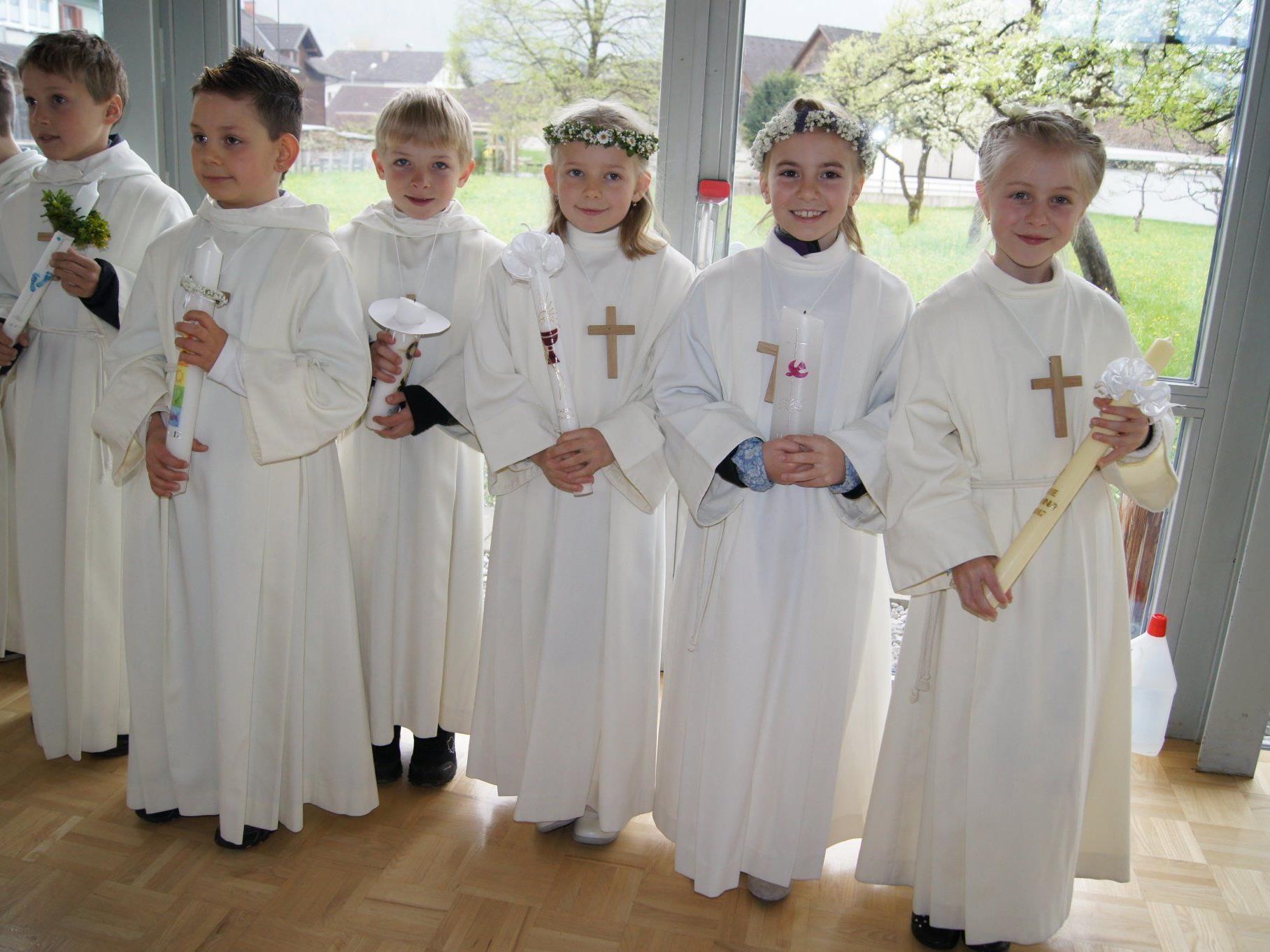 Das Fest der Erstkommunion feierten die Mädchen und Buben im Hatlerdorf.