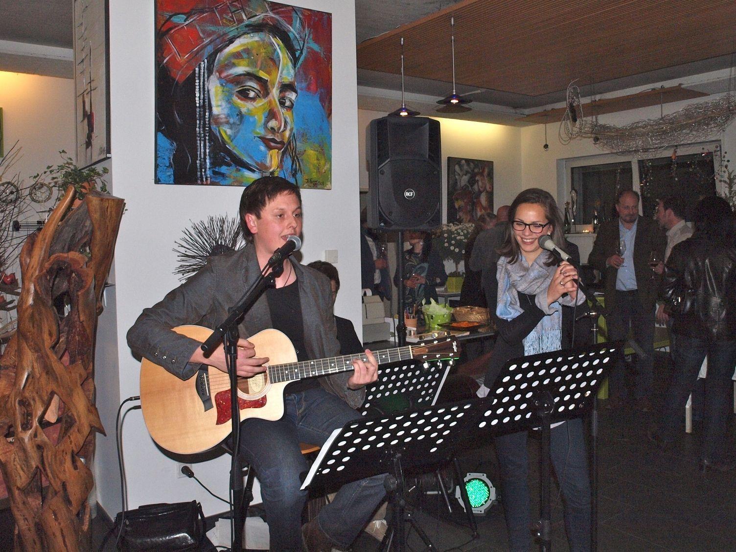 """""""Ronny und Vanessa"""" begeisterten die Gäste mit Pop, Evergreens und Jazz-Klassikern – www.ronnykohler.at"""