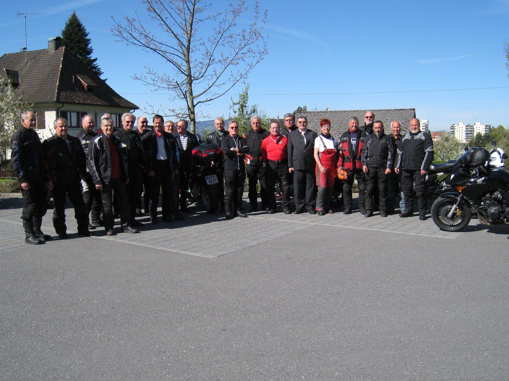 Willi Orsingher und Erich De Gaspari mit den PVÖ-Motorradfreunden