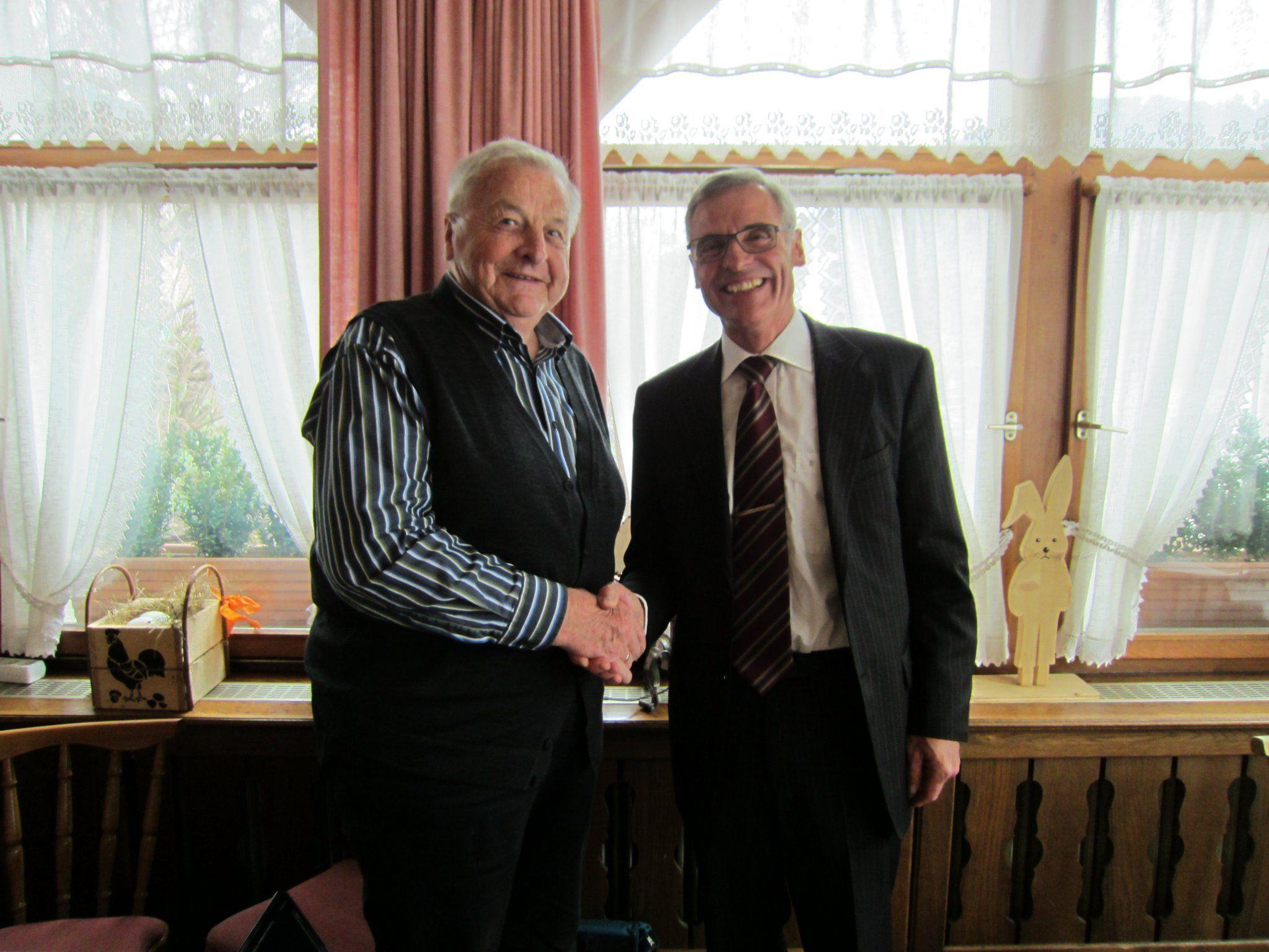 Ehrenobmann Alt-BGM Eduard Bitschnau und Obmann Kurt Mangard
