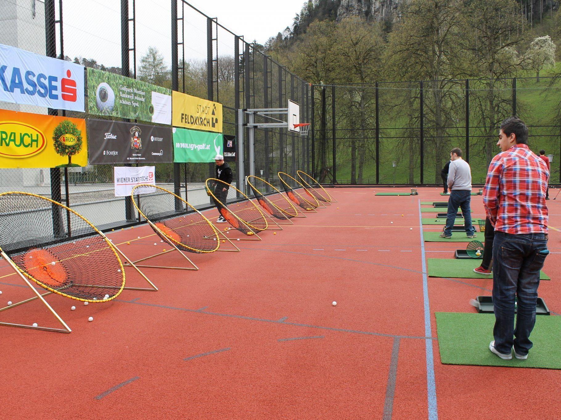 Mobile Golf Driving Range an der HAK Feldkirch