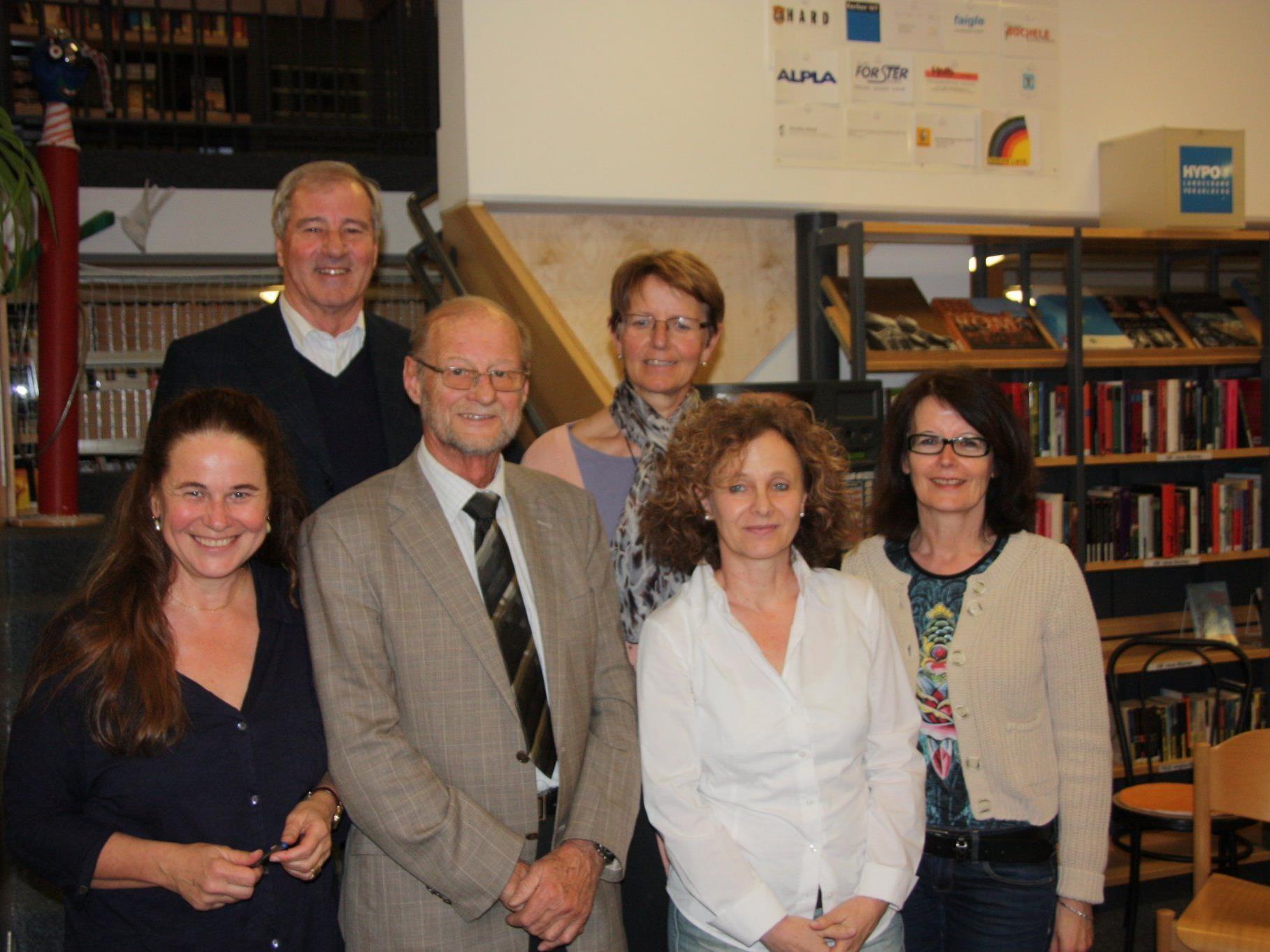 Vizebürgermeisterin Evi Mair überbrachte dem wiedergewählten Vorstand die Glückwünsche der Gemeinde.