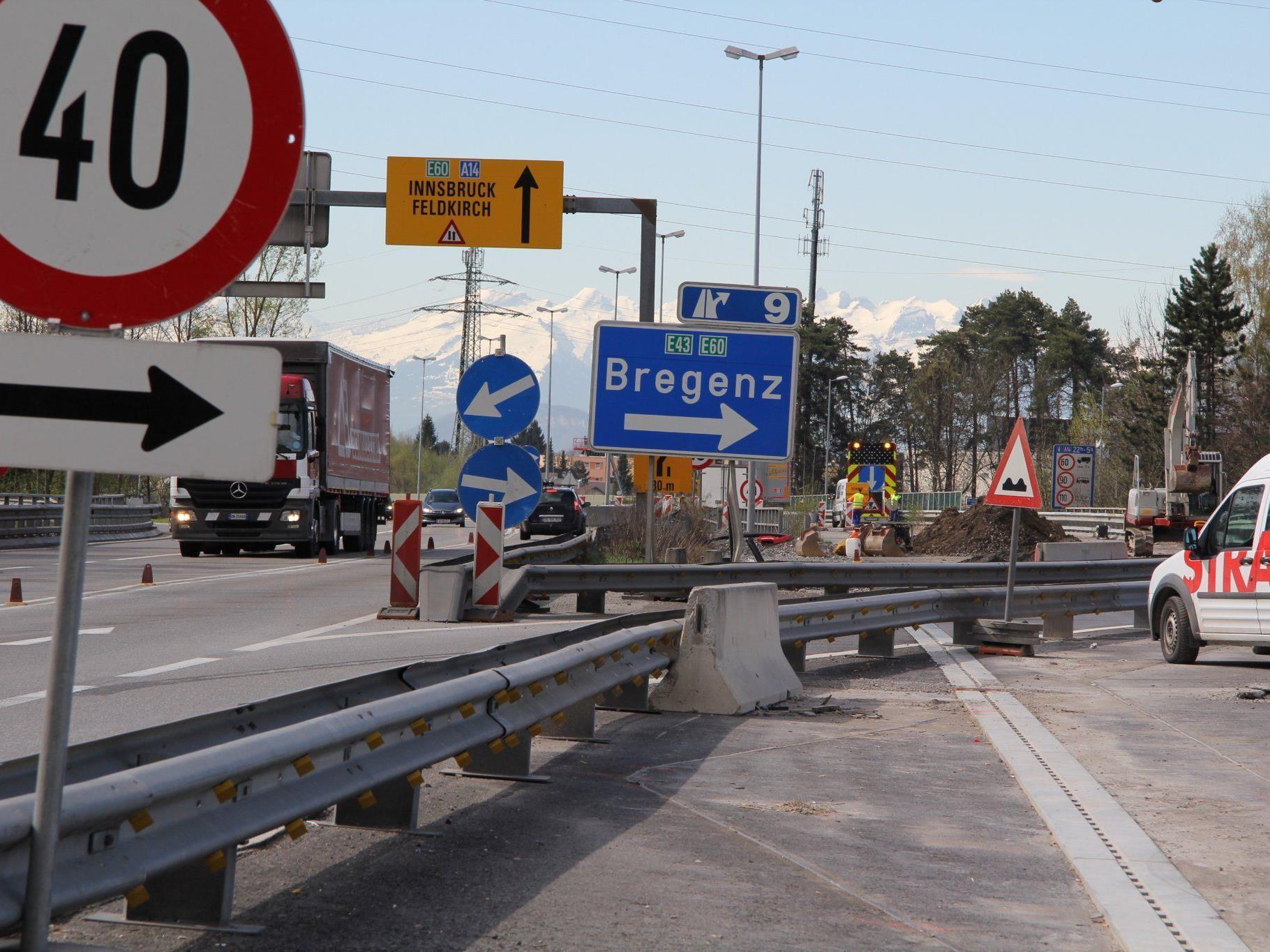 Beim Südportal des Pfändertunnels haben am Dienstag die Sanierungsarbeiten begonnen.