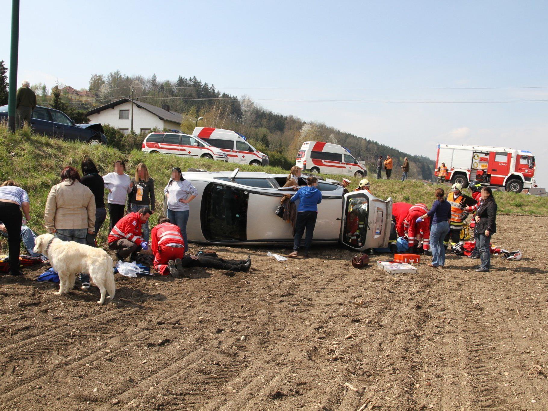 Insgesamt wurden acht Personen verletzt, eine davon schwer.