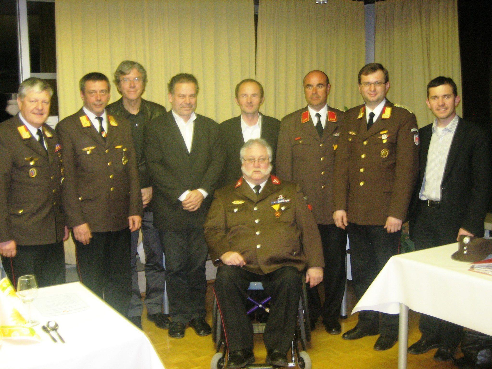 Haimo List (Mitte) mit den Ehrengästen