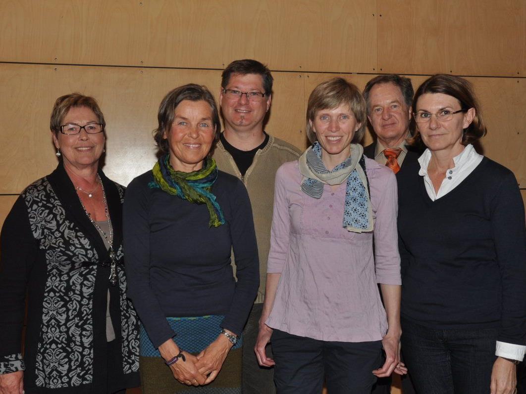 Die Leiterin des MoHi Silvia Benzer, die Pfleger Brigitte Langer, Jakob Reiner, Andrea Fleisch und Silvia Valda mit Obmann Franz Koch (2.v.r.).