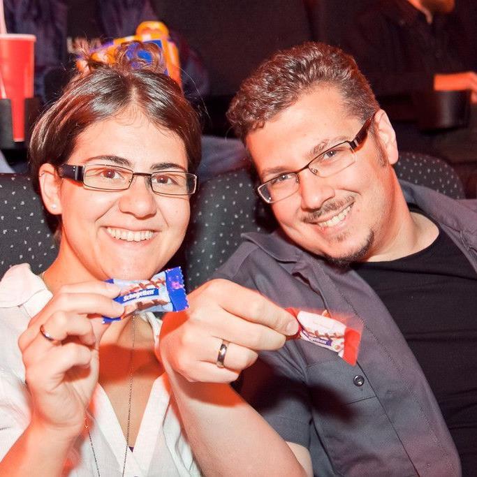 Zuerst die Zuckerl, dann die Action: Begeistertes Publikum bei der Kinopremiere von The Avengers mit VIENNA.AT