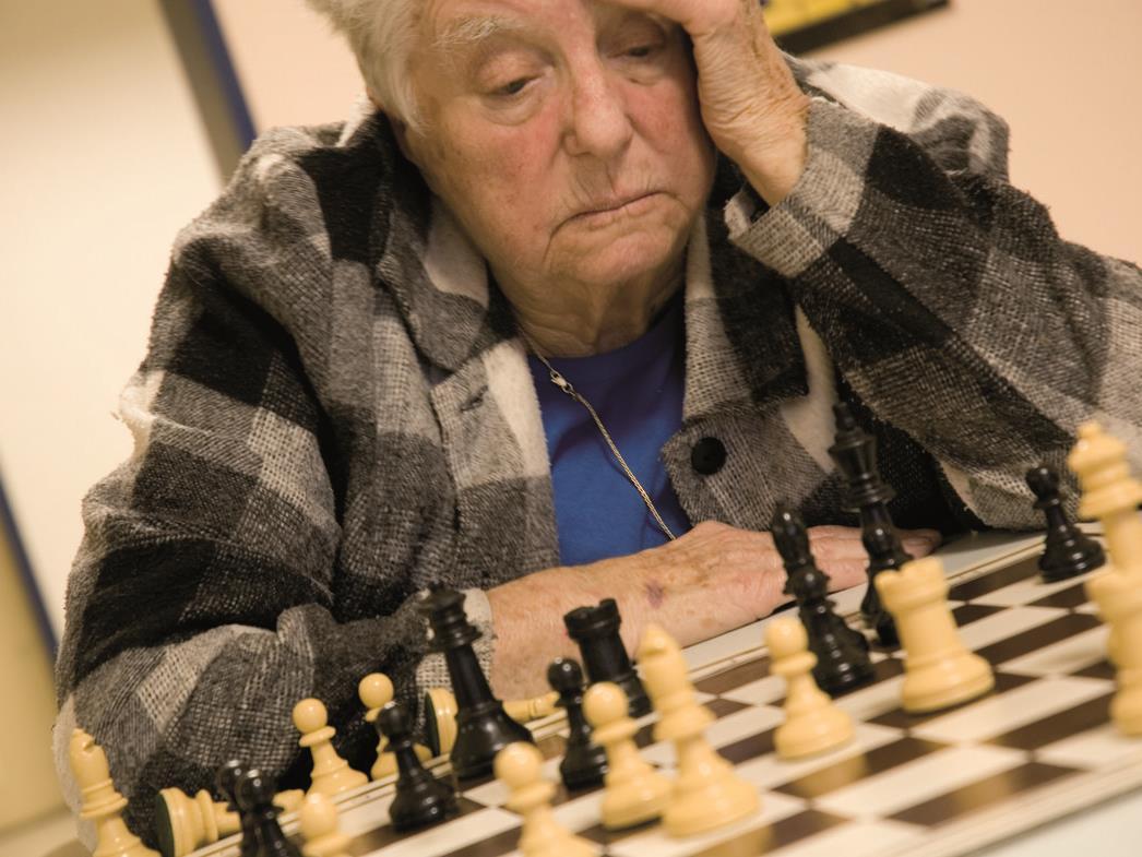 In der Betreuung einer Person mit Demenz stehen Angehörige immer wieder vor neuen Herausforderungen.