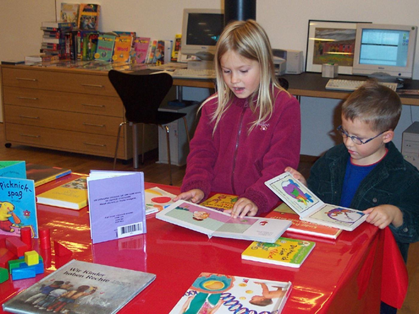 Beim Bücherflohmarkt am kommenden Samstag gibt es Lesefutter zu Schnäppchenpreisen.