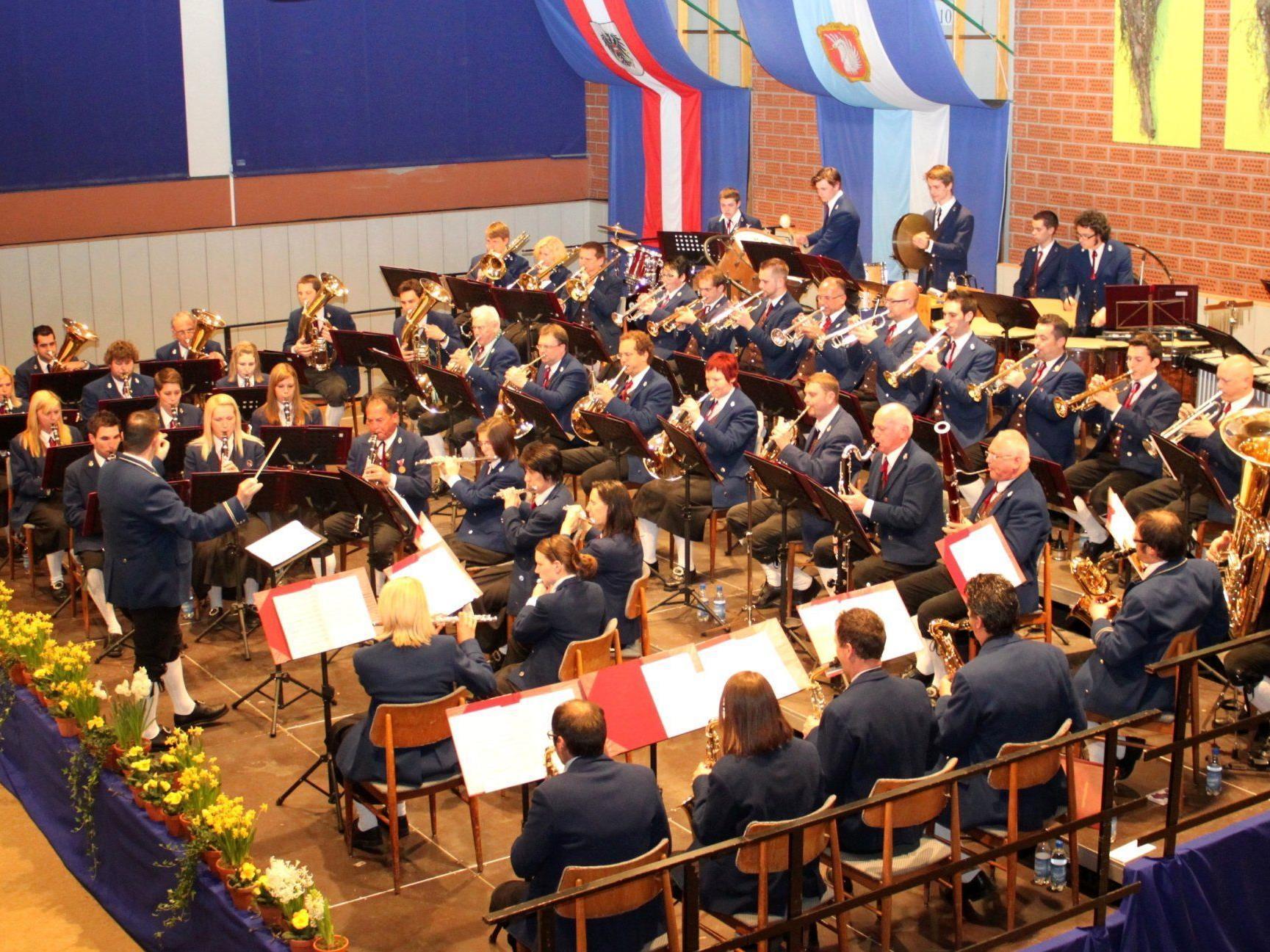 """Musikverein Lochau lädt zum """"Konzert zur Frühlingszeit"""" in die Sporthalle."""