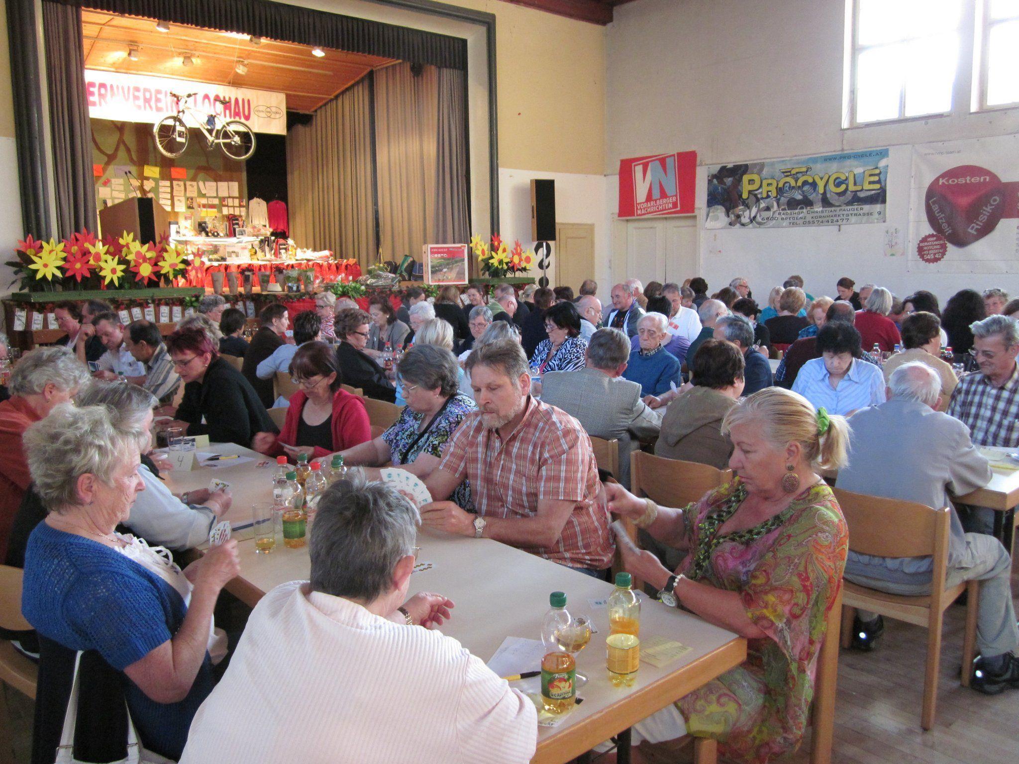 Jassvergnügen und tolle Preise beim Elternvereinspreisjassen in Lochau.