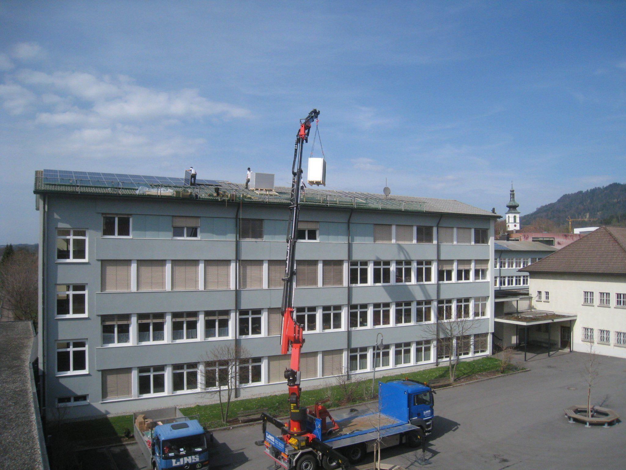 """Volksschule Lochau - Neubau von """"Solarstrom-Kraftwerken"""" auf den Dächern öffentlicher Gebäude."""