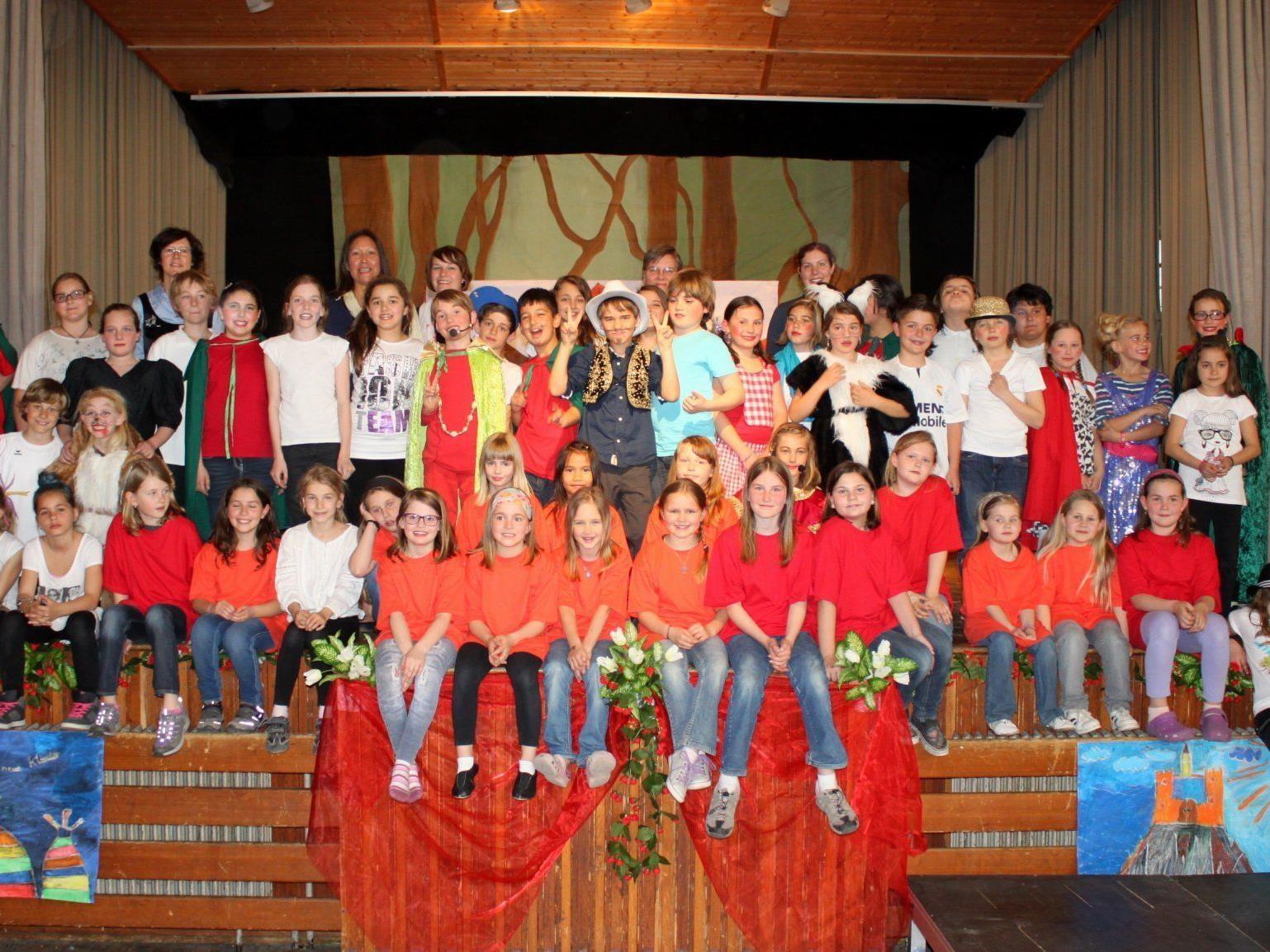 """""""The Emperor´s Cool Clothes"""" – erfolgreicher Theater-Event der Lochauer Volksschüler."""