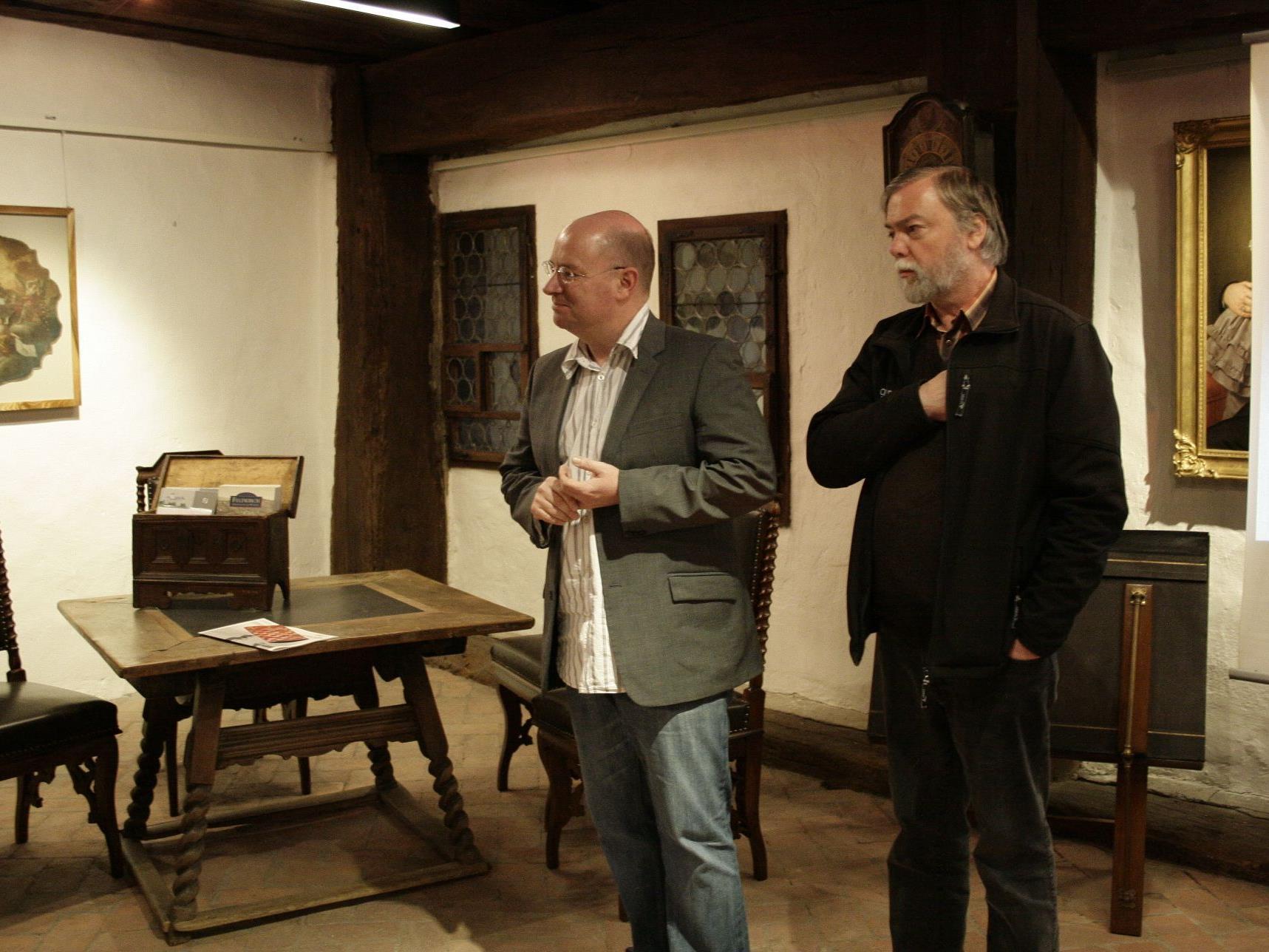 Kunsthistoriker Andreas Rudiger mit Manfred Getzner vom Heimatmuseum Feldkirch.