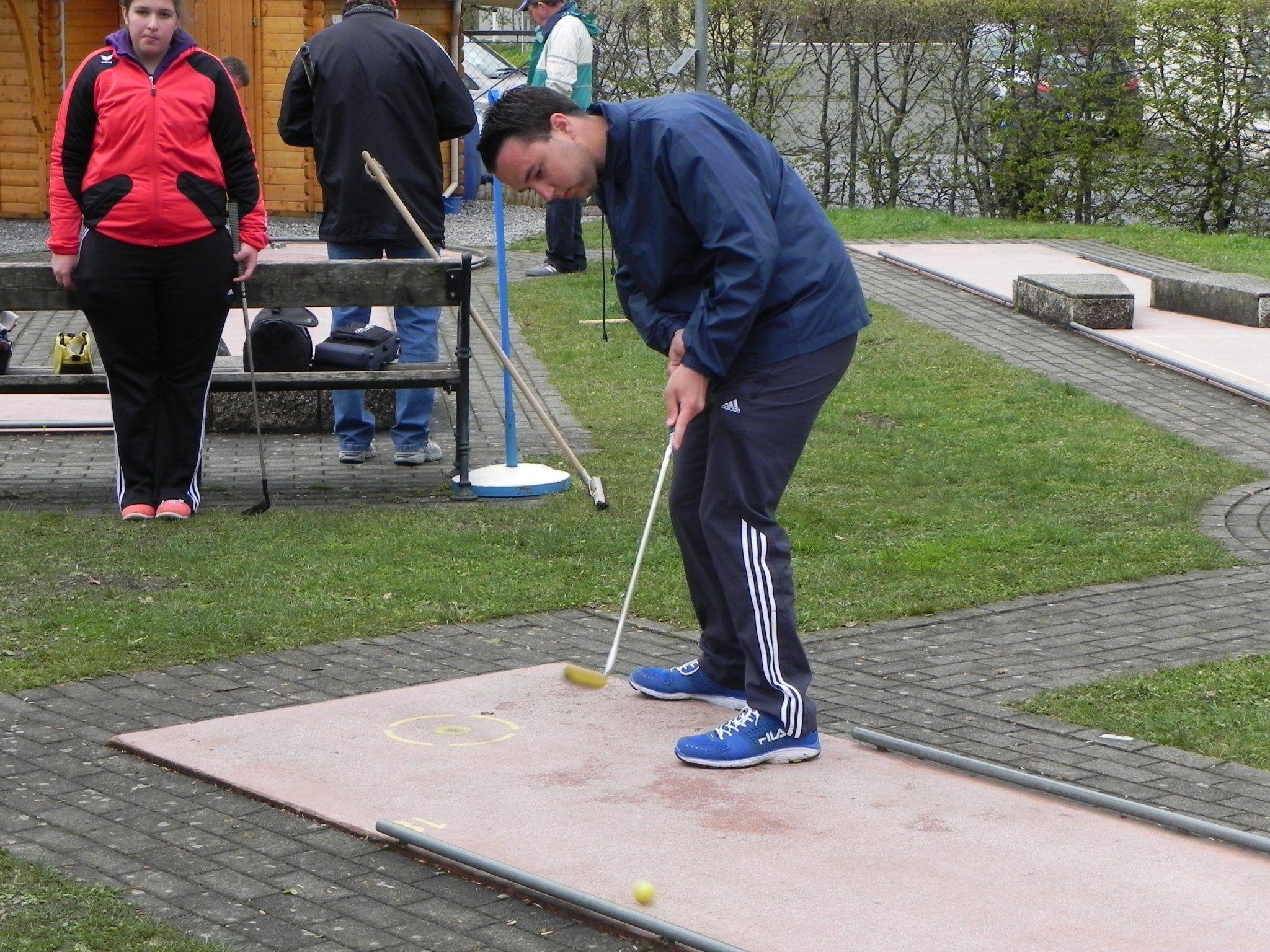 Mathias Jagschitz bei der zweiten Runde der Landesmeisterschaft der Bahnengolfer in Bludenz.