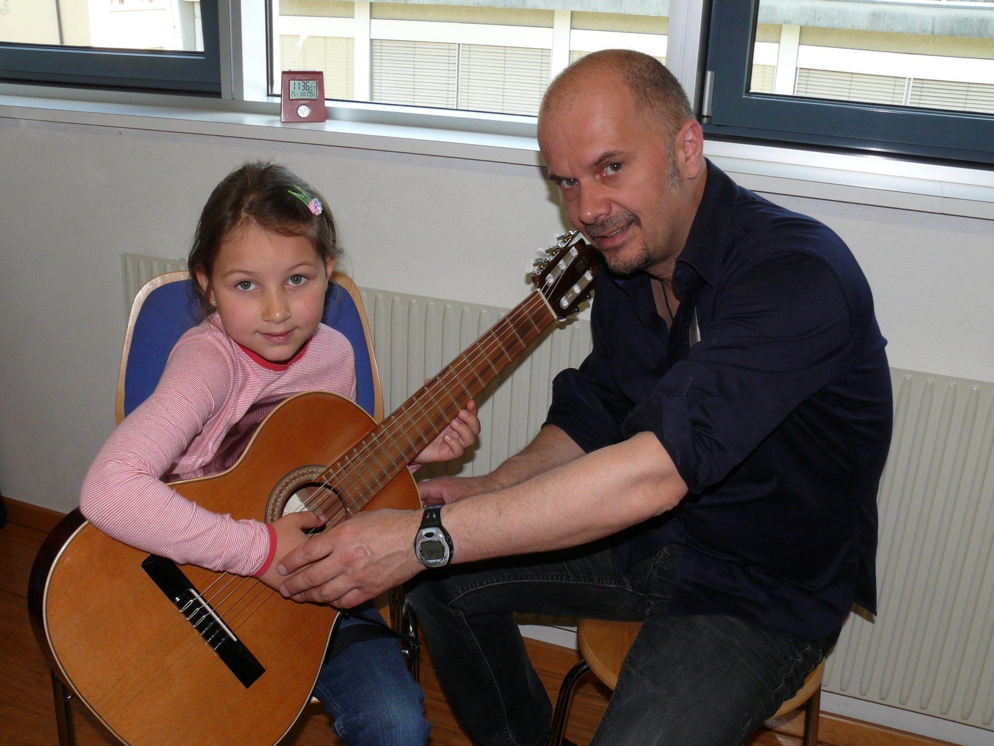 Instrumente und Lehrer kennen lernen - beim Tag der offenen Tür in der MSL.