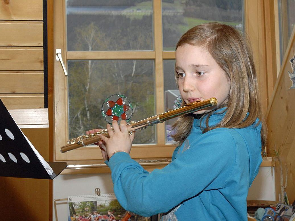 Am Tag der offenen Tür an der Musikschule Montafon konnten Musikinstrumente ausprobiert werden.