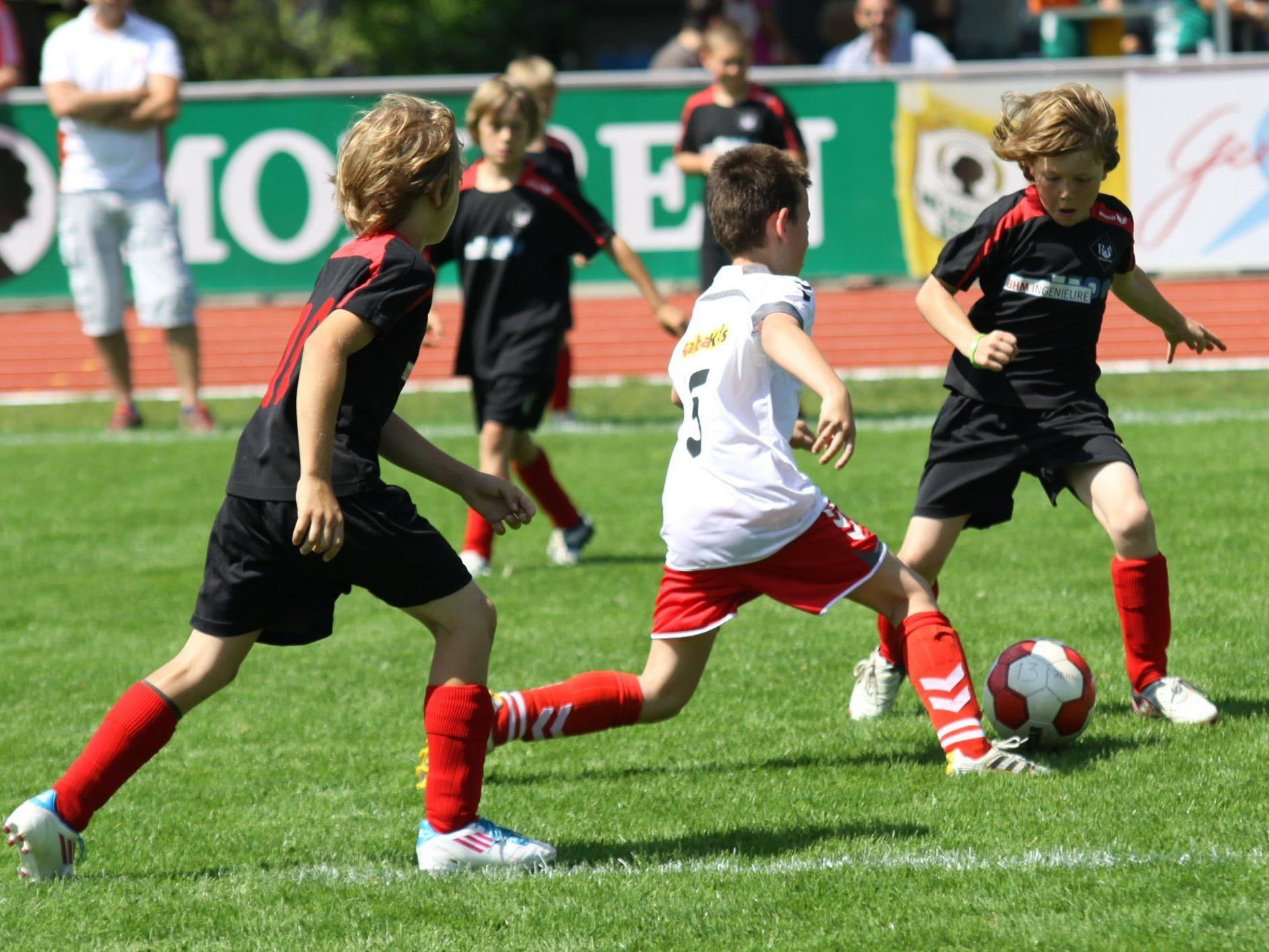 Drei Vorarlberger Fußballvereine wurden zur Kassa gebeten.