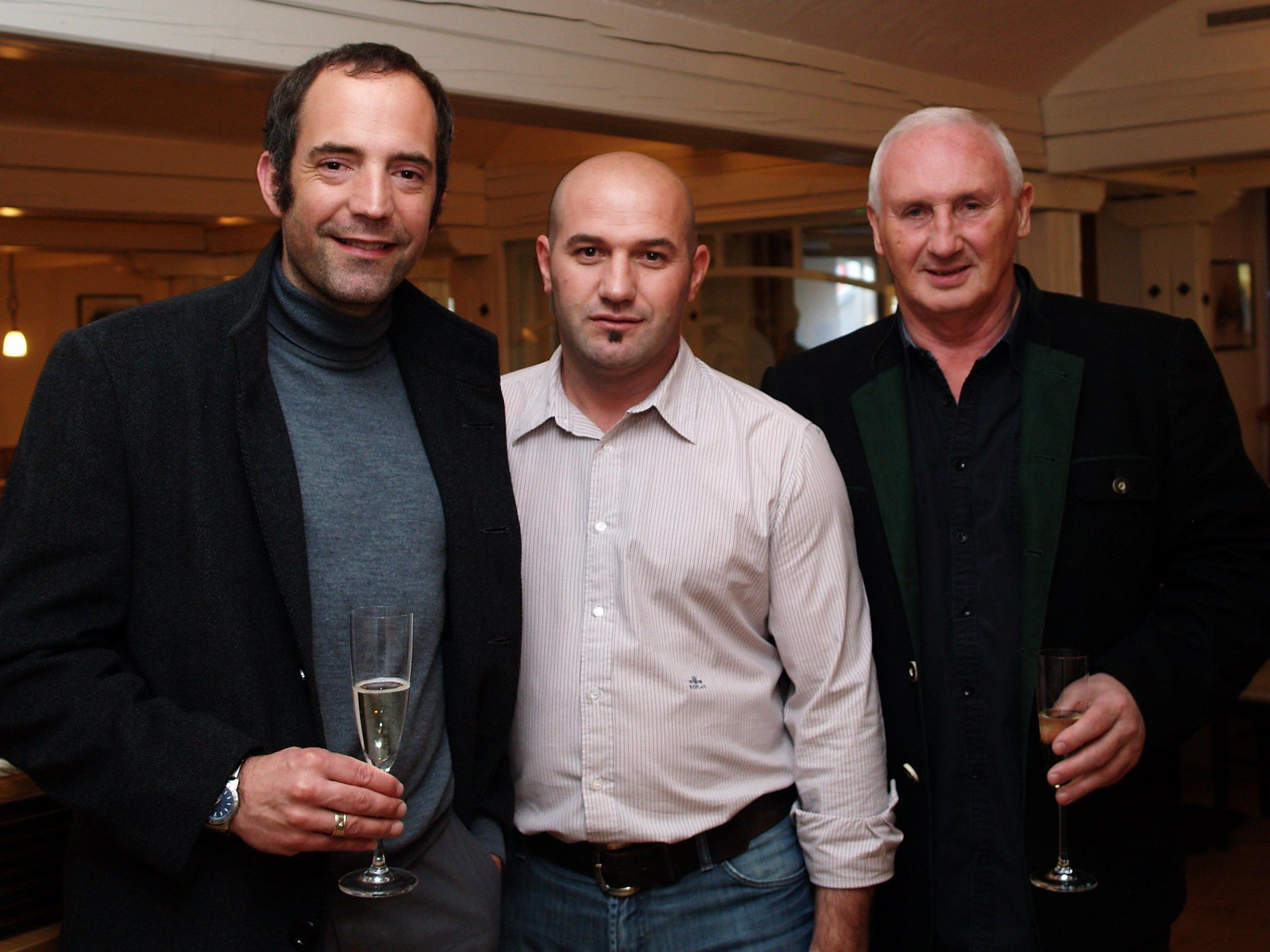 Rexhaj Kosove mit Ortsvorsteher Dieter Preschle und Edgar Eller bei der Eröffnung vom Johanniterhof.