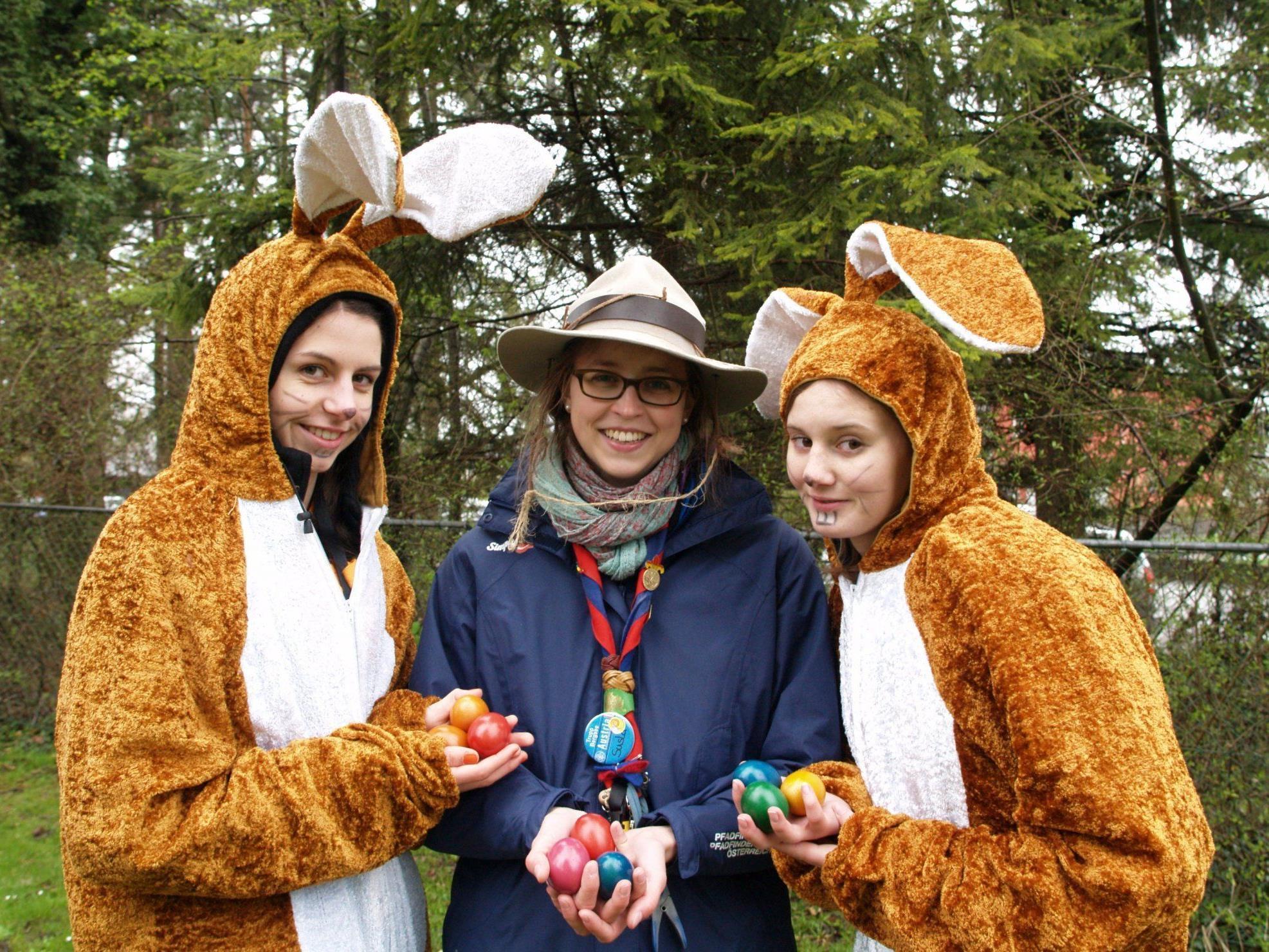Jugendliche Pfadfinderinnen versteckten 6000 Eier im Gebiet um den Frutzwald.