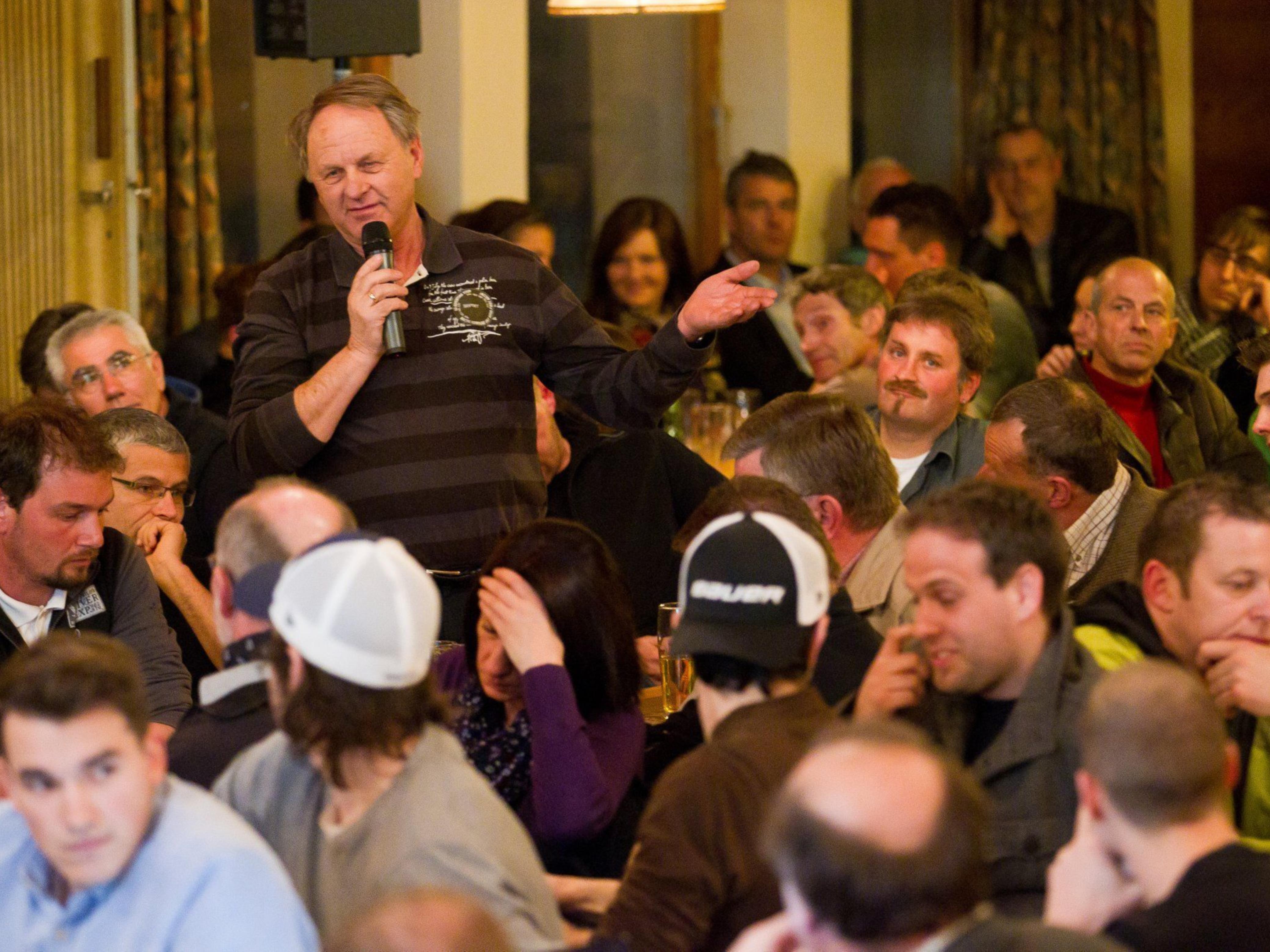 """Großes Interesse an der Realisierung der """"Wälderhalle"""" bekundeten die Besucher beim VN-Stammtisch im Löwensaal in Egg."""