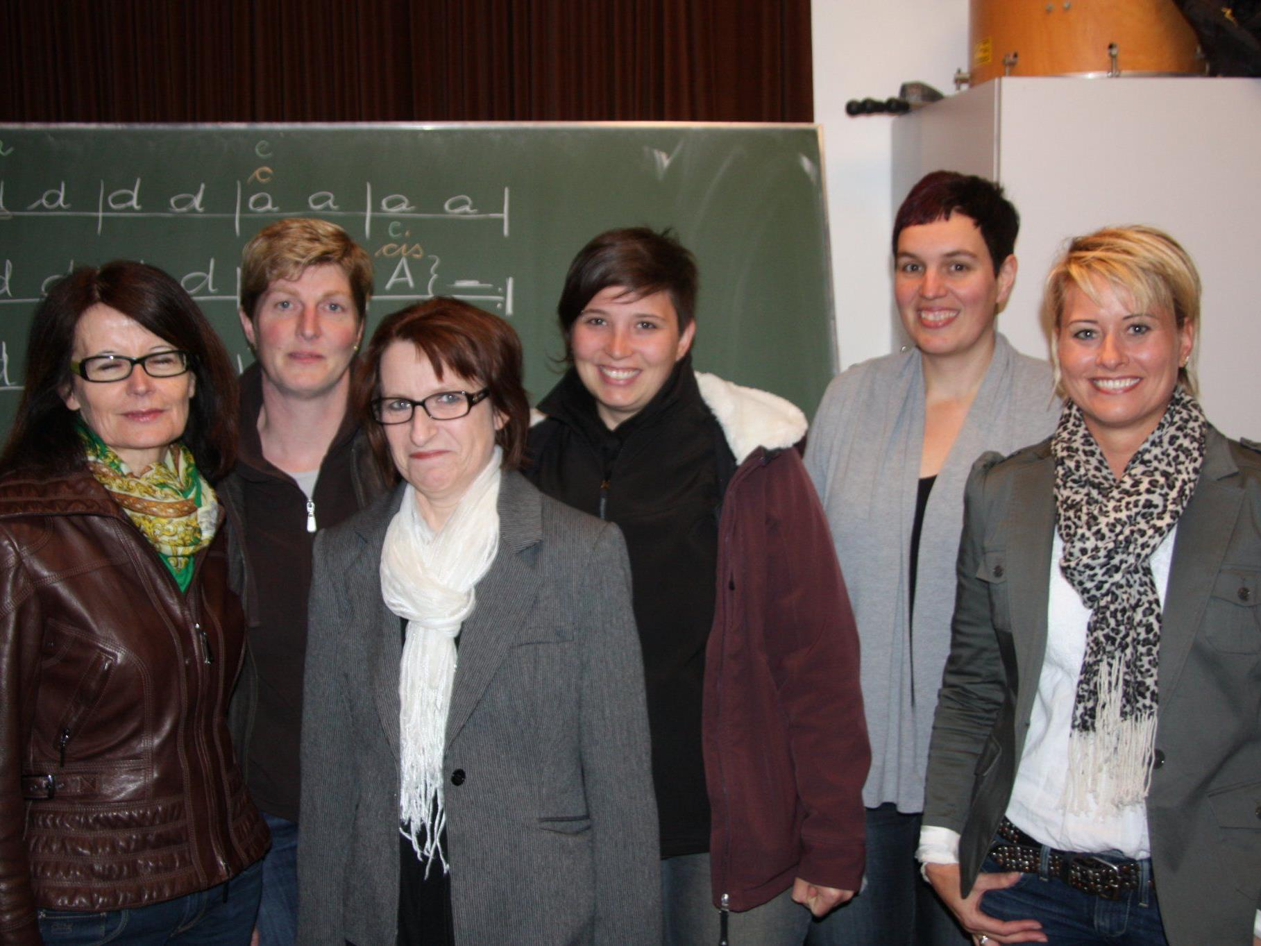 Schulreferentin Evi Mair überbrachte dem neuen Vorstand des Elternvereins die Glückwünsche der Gemeinde.