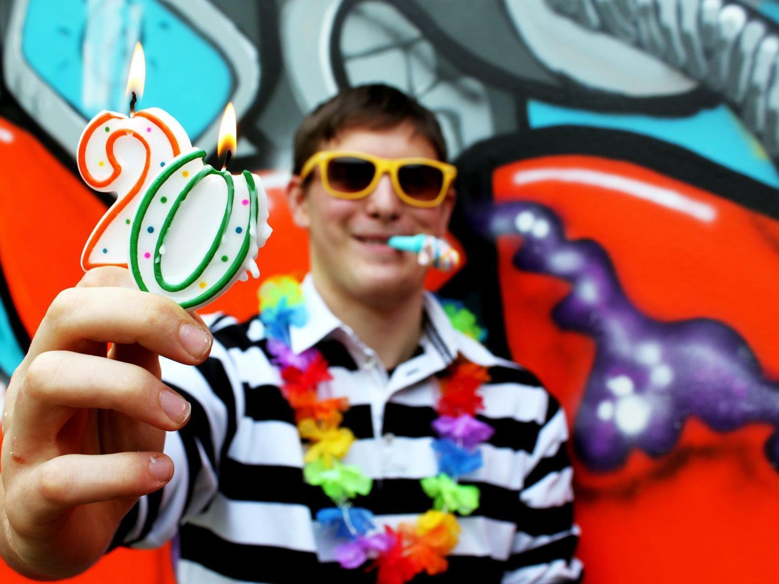 aha – Tipps & Infos für junge Leute feiert 20. Geburtstag und verwöhnt seine Besucher.