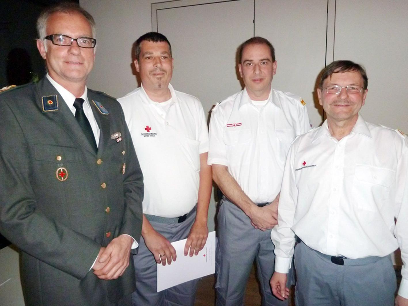 Markus Klien und Thomas Maierhofer (Mitte) wurden mit der Verdienstmedaille in Gold ausgezeichnet.