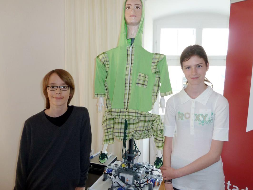 """Benjamin und Sara aus Nenzing sind bei den den """"RoboCupJunior""""-ÖM mit dem Thema """"Step up"""" dabei."""