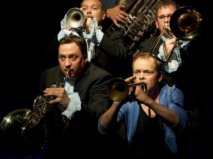 Rocky Roccoco und Sonus Brass werden im April musikalisch den Spielboden verzaubern.