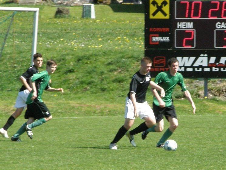Die Bregenzer U17-Mannschaft (in schwarz) siegte in Alberschwende